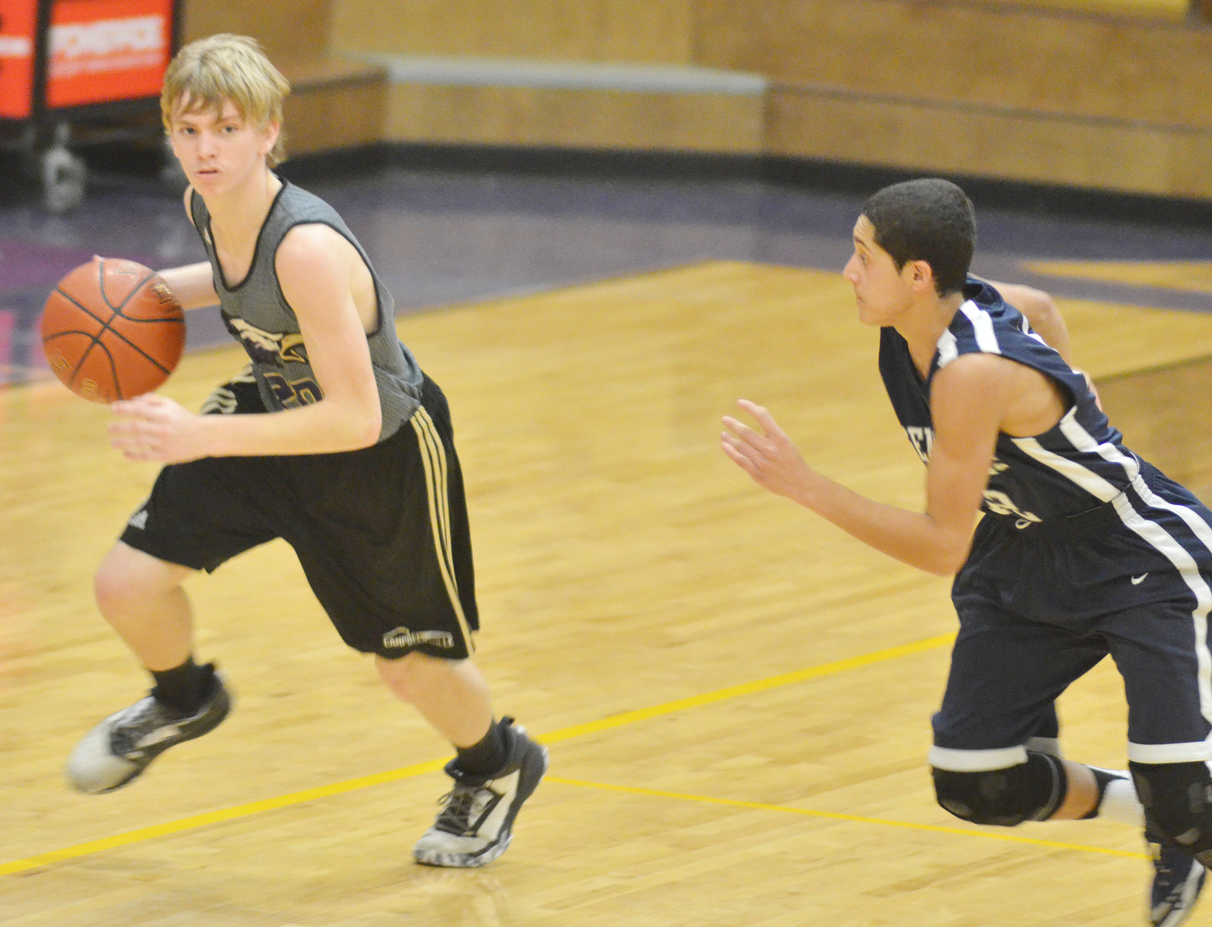 Campbellsville Middle School eighth-grader Arren Hash looks for a teammate.