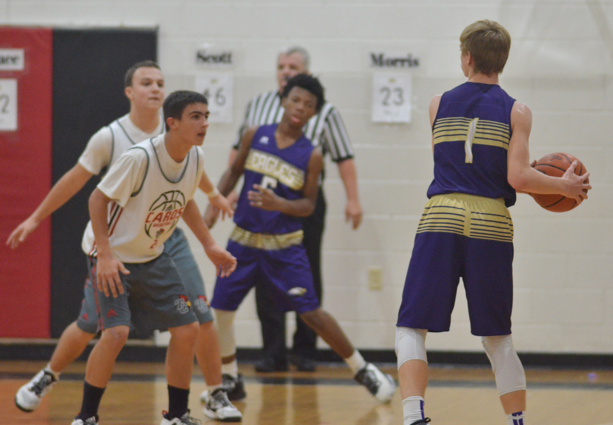 CMS eighth-grader Arren Hash looks to pass.