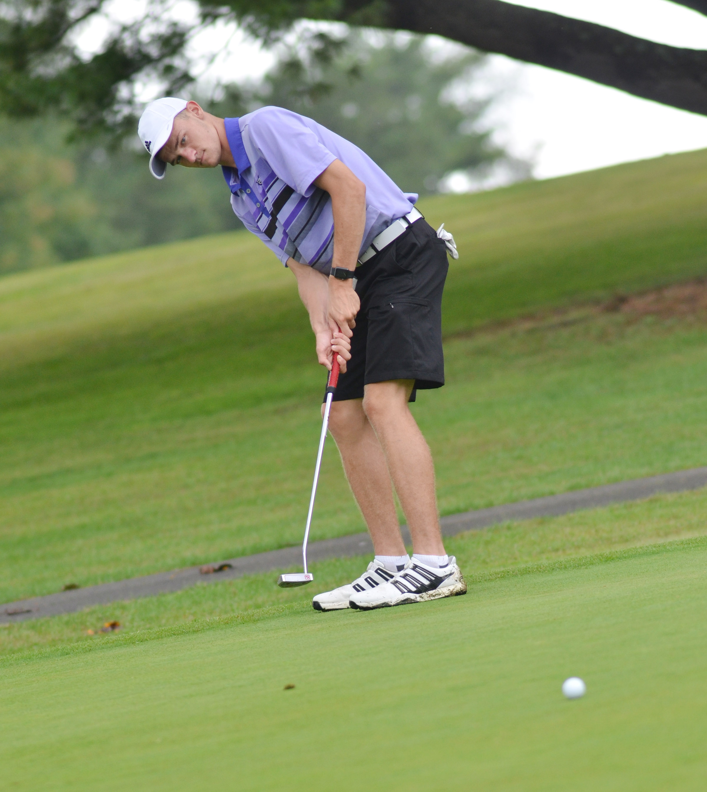 CHS senior Connor Wilson putts.