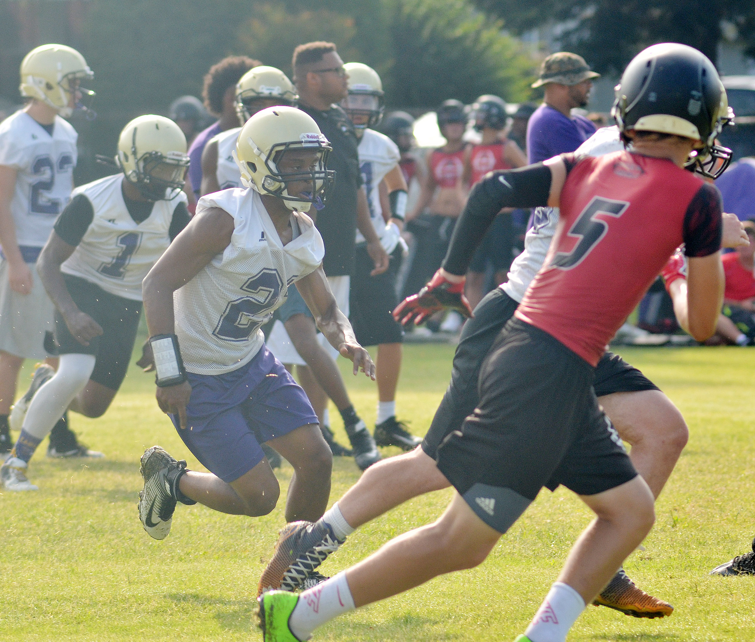 CHS junior Daesean Vancleave runs a play during a scrimmage.