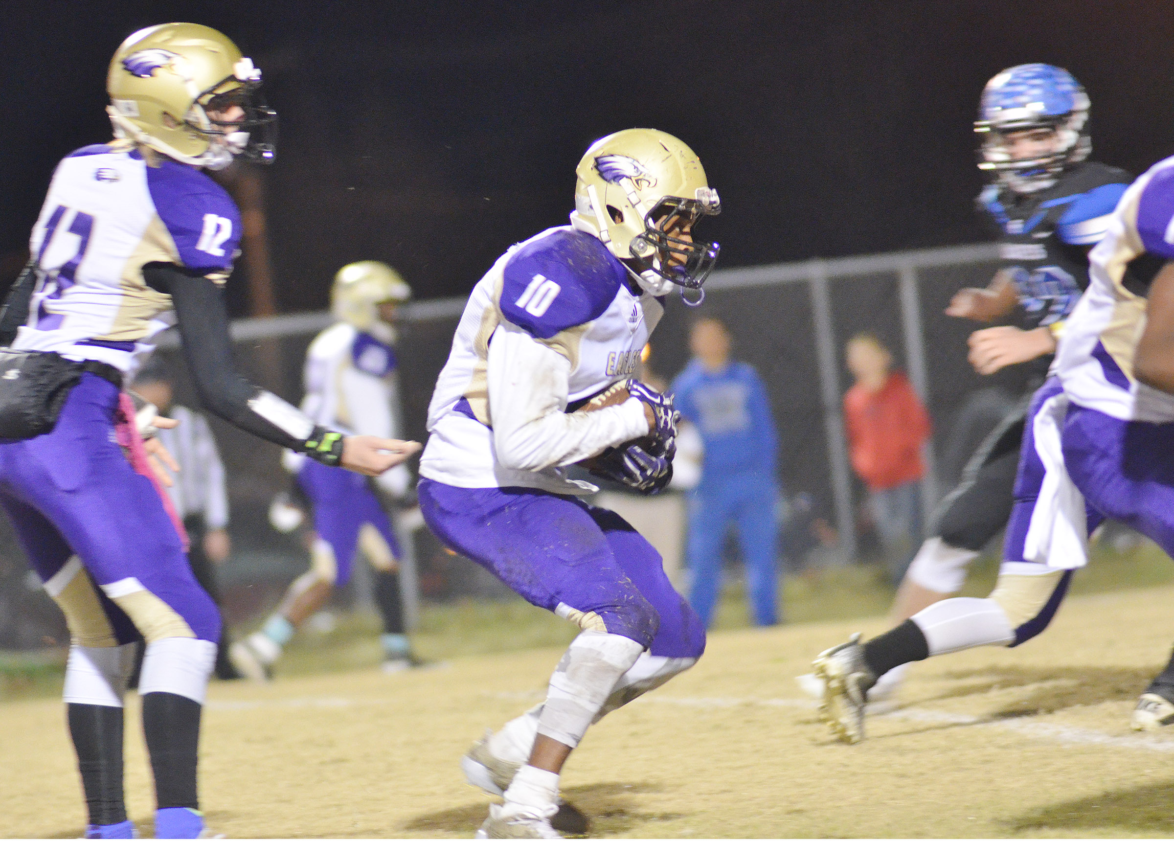 CHS senior Devonte Cubit runs the ball for a touchdown.