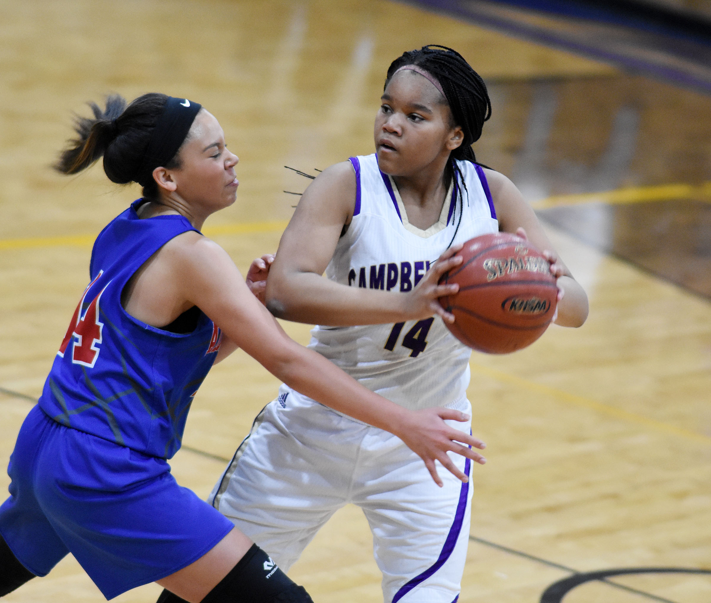 Campbellsville Middle School seventh-grader Antaya Epps looks to pass.