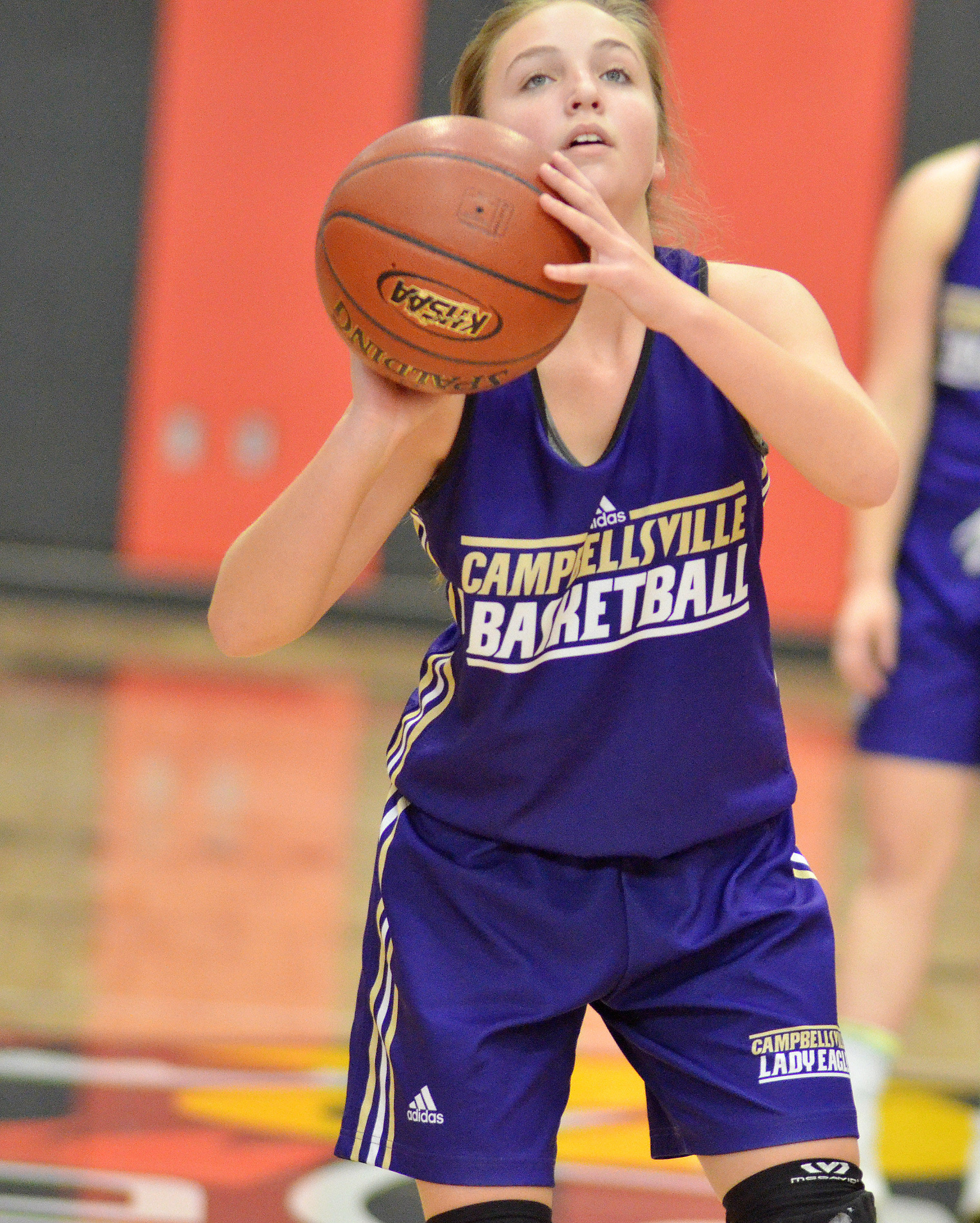 Campbellsville Middle School eighth-grader Lainey Watson shoots the ball.