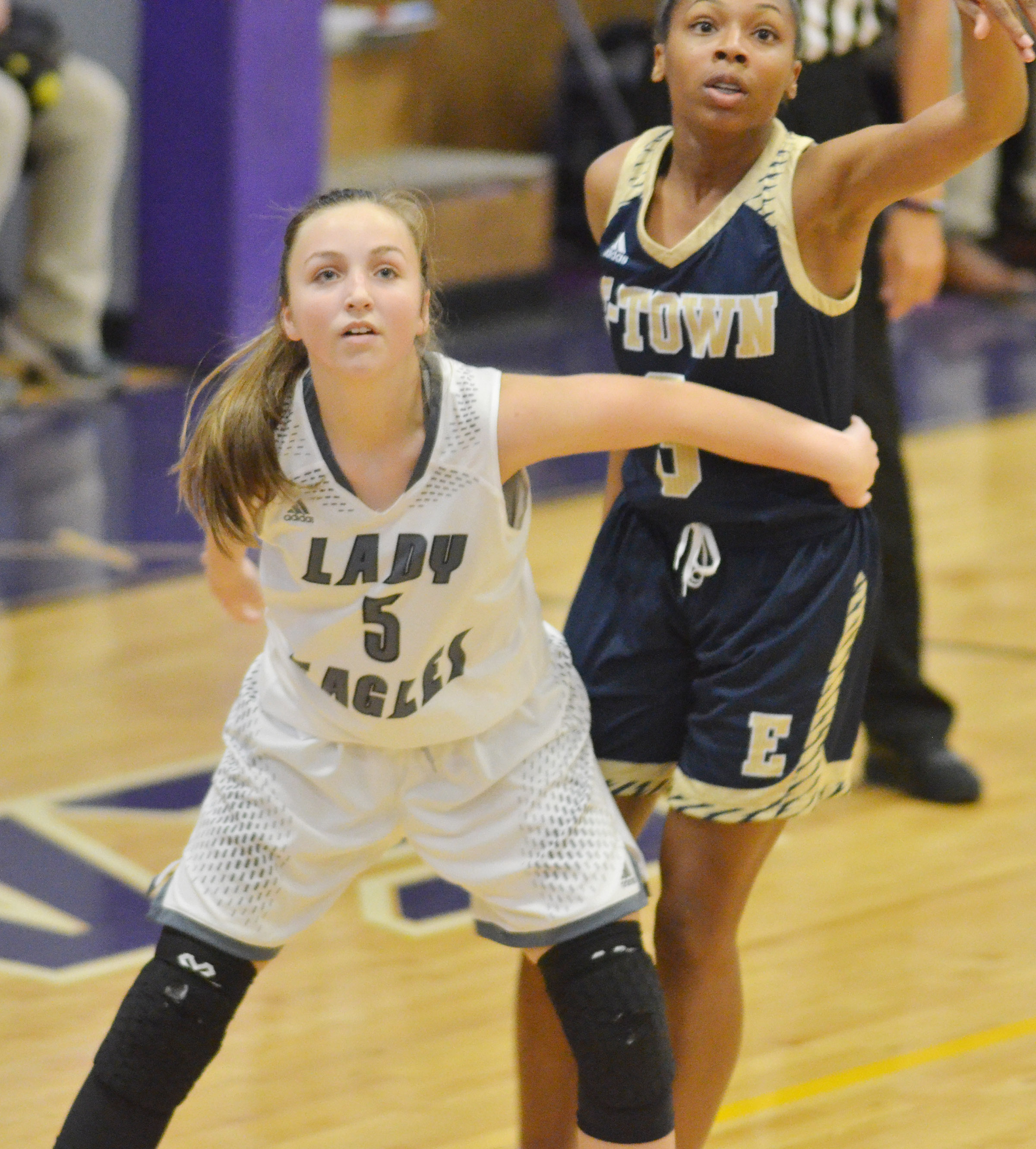Campbellsville Middle School eighth-grader Lainey Watson blocks.