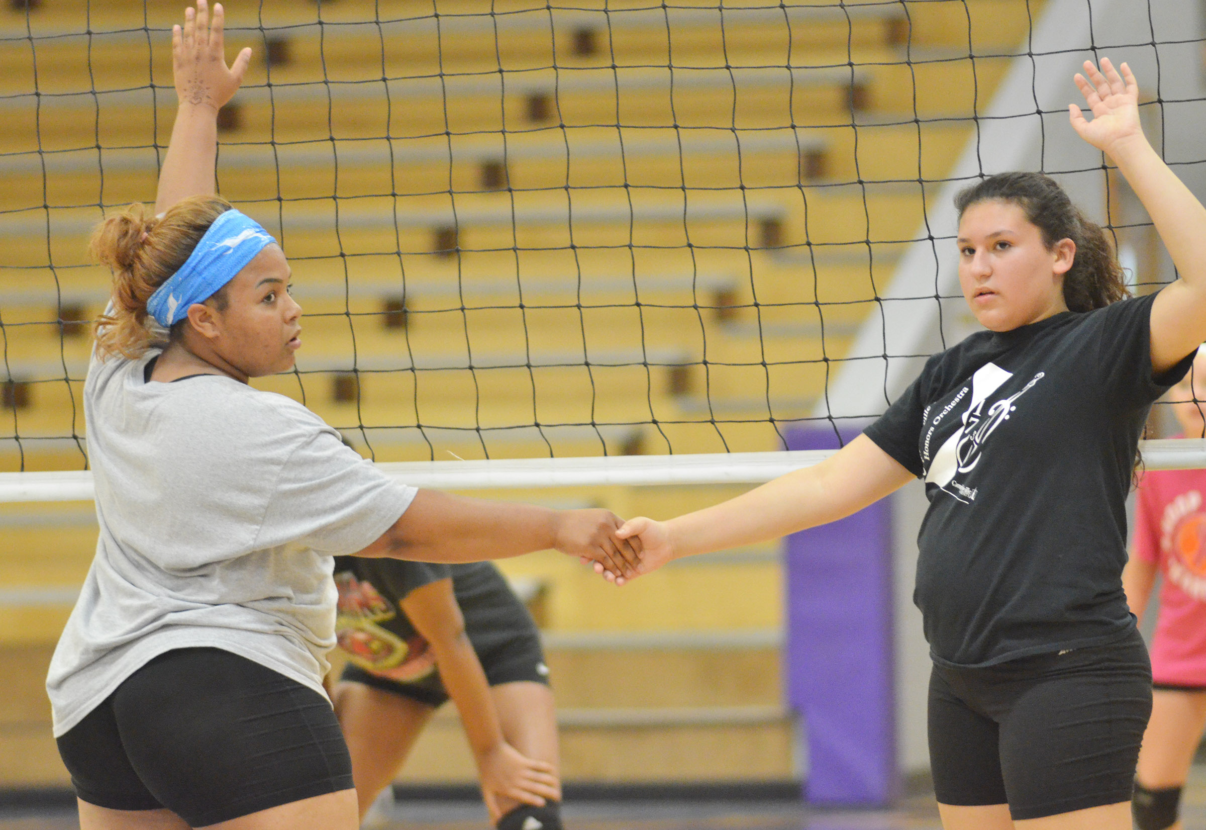 CHS junior Natalie Caldwell, at left, and freshman Anna Clara Moura watch the serve.