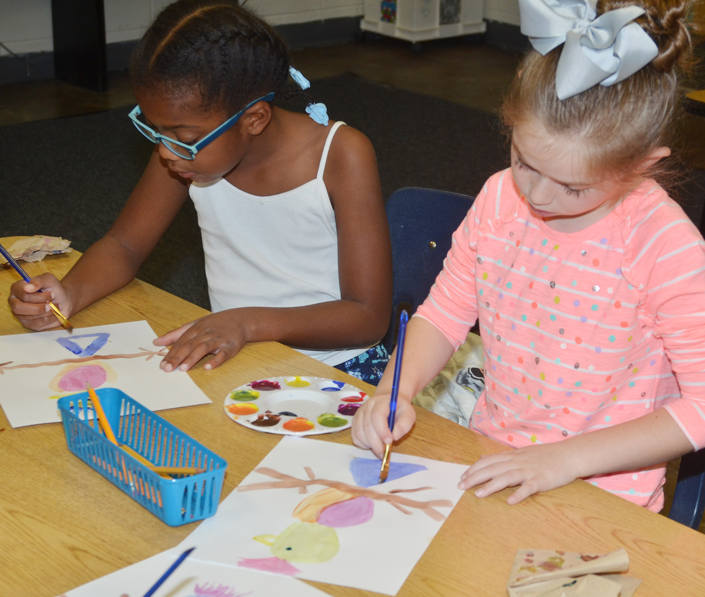 CES second-graders Willow Griffin, at left, and Lainey Price paint.