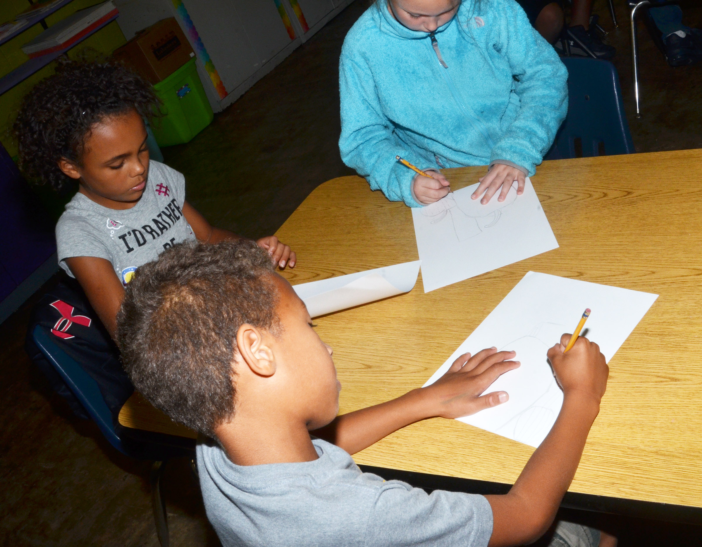From left, CES third-graders Braelyn Taylor, Rajon Taylor and River McFarland draw their still lifes.