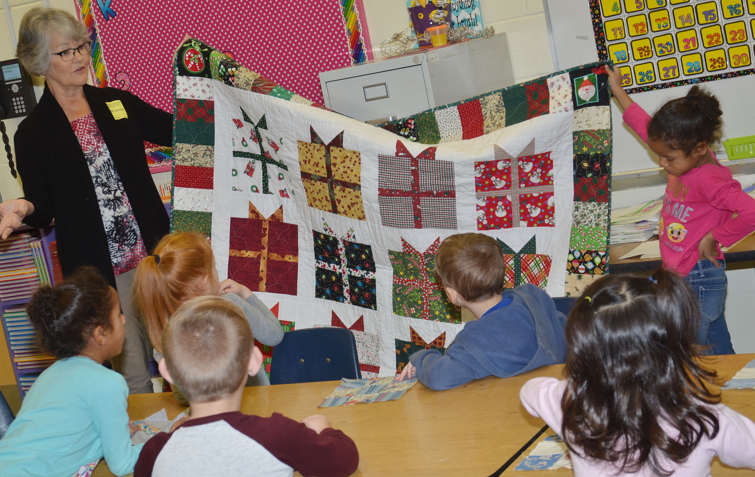 Karen Vaughn talks to CES students about quilting.