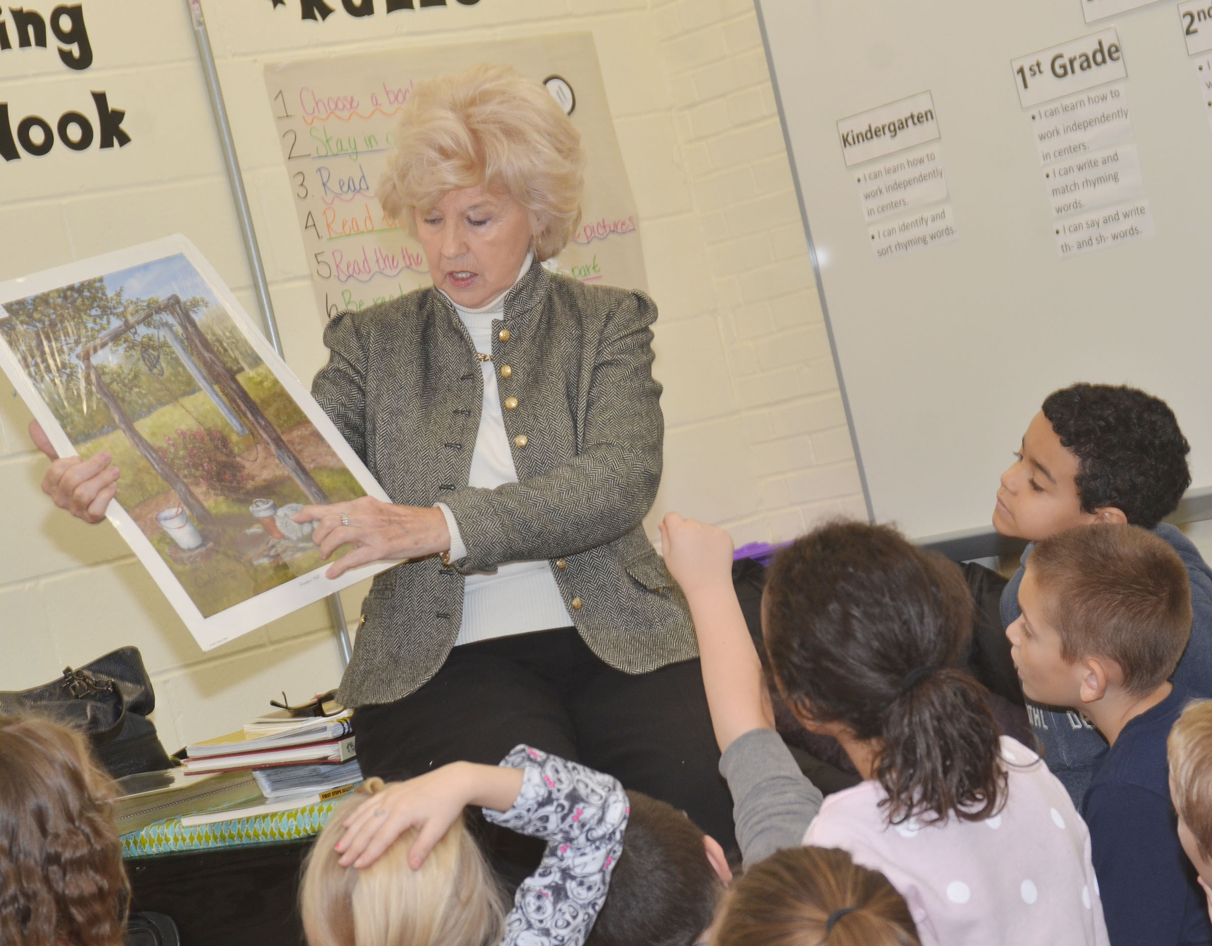Carolyn Ogden talks to CES students about painting and drawing.