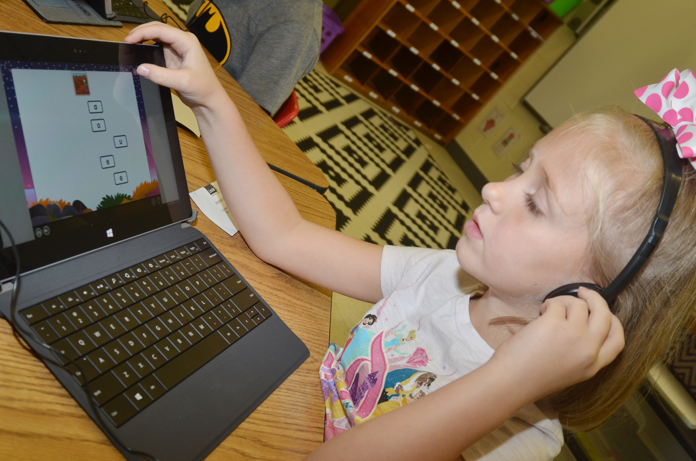 CES first-grader LeeAnna Garvin uses the Lexia program.