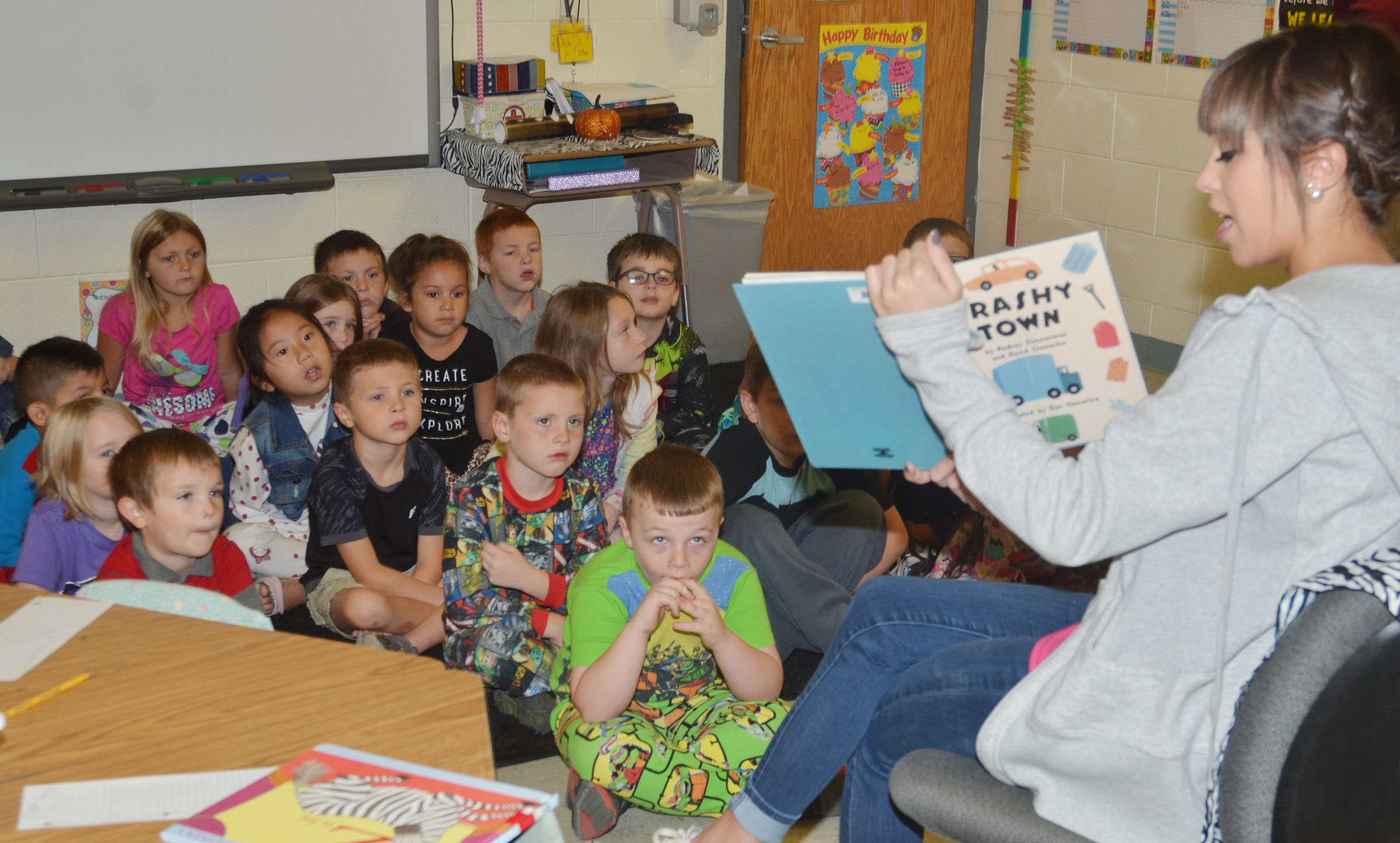 CU golf player Danielle Dickens reads to CES first-graders.