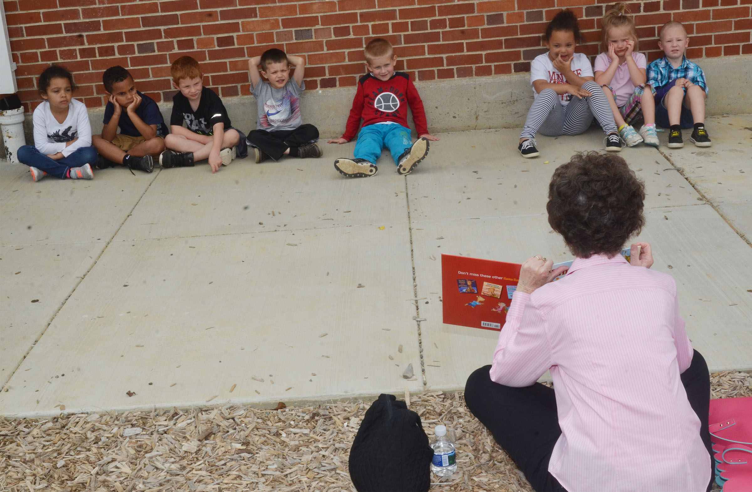 Betty Sue Schuhmann reads to CES preschool students.
