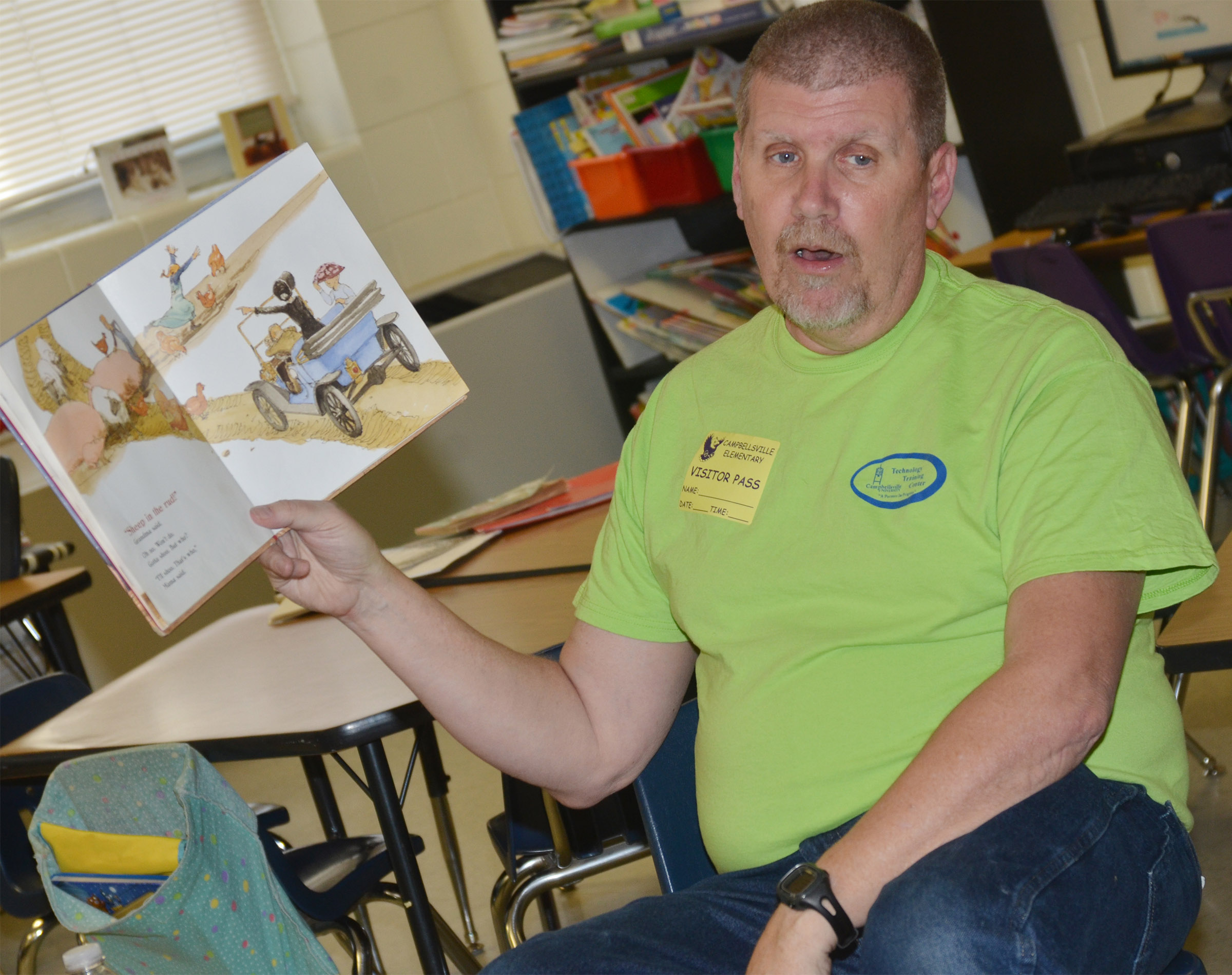 Daran Kennon reads to CES first-graders.