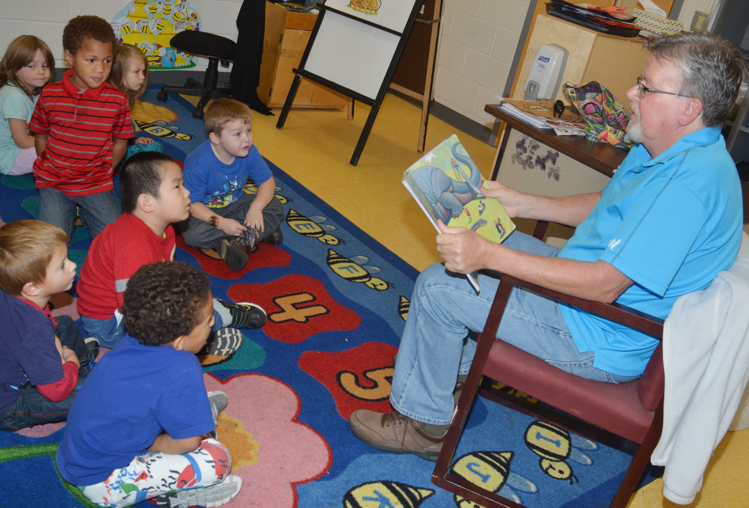 Gene Crabtree reads to CES preschool students.