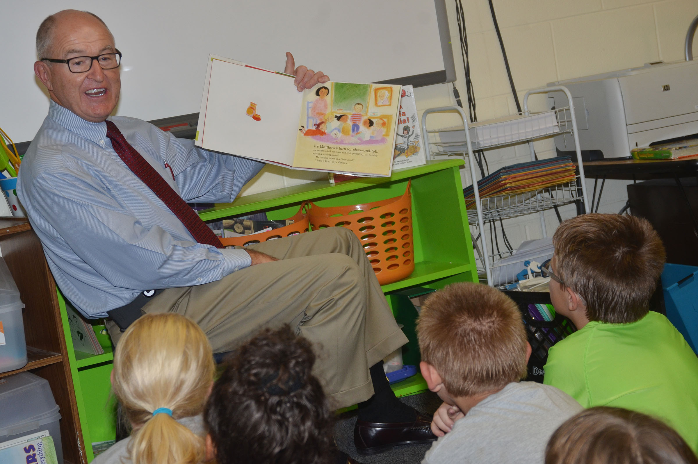 Chuck Vaughn reads to second-grade students.