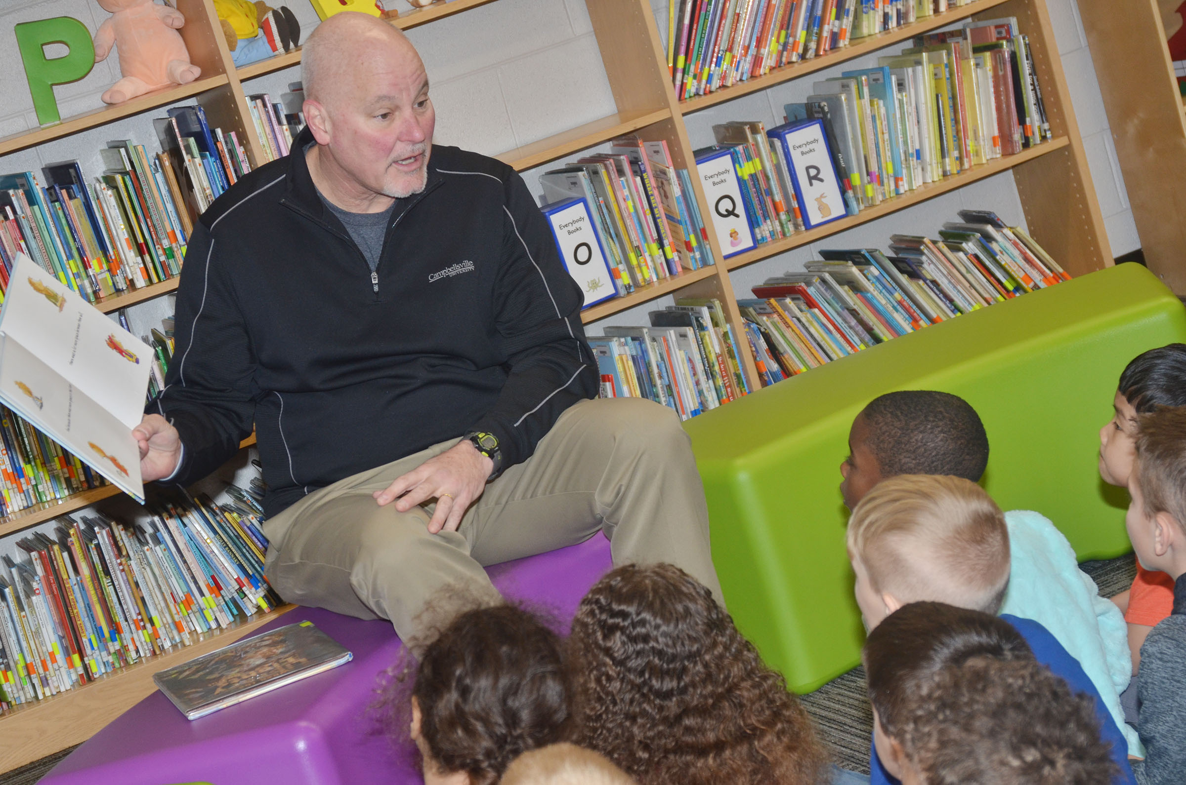 "Scott Wigginton reads to CES students on ""I Love to Read"" Day."