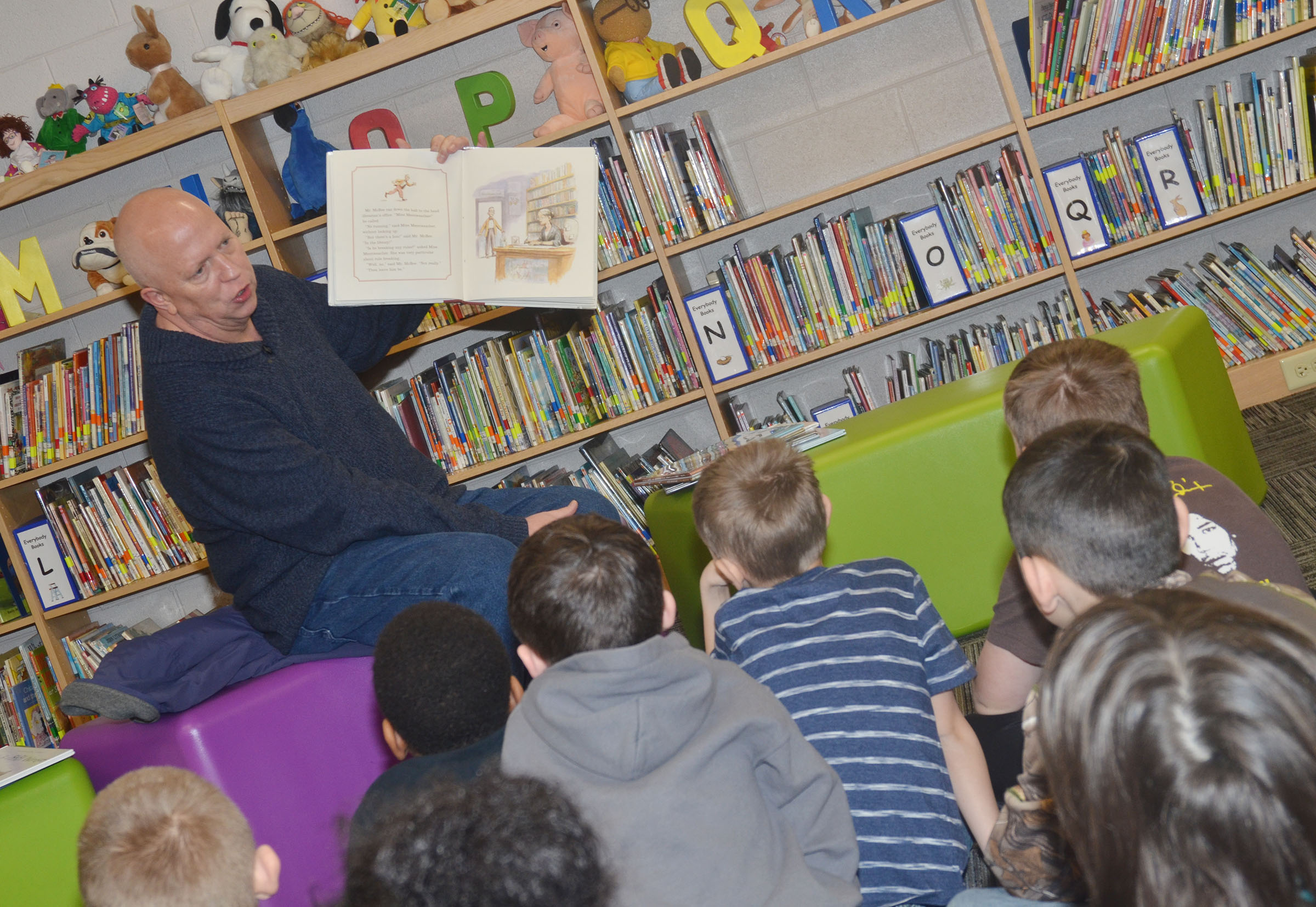 "Rob Collins reads to CES students on ""I Love to Read"" Day."