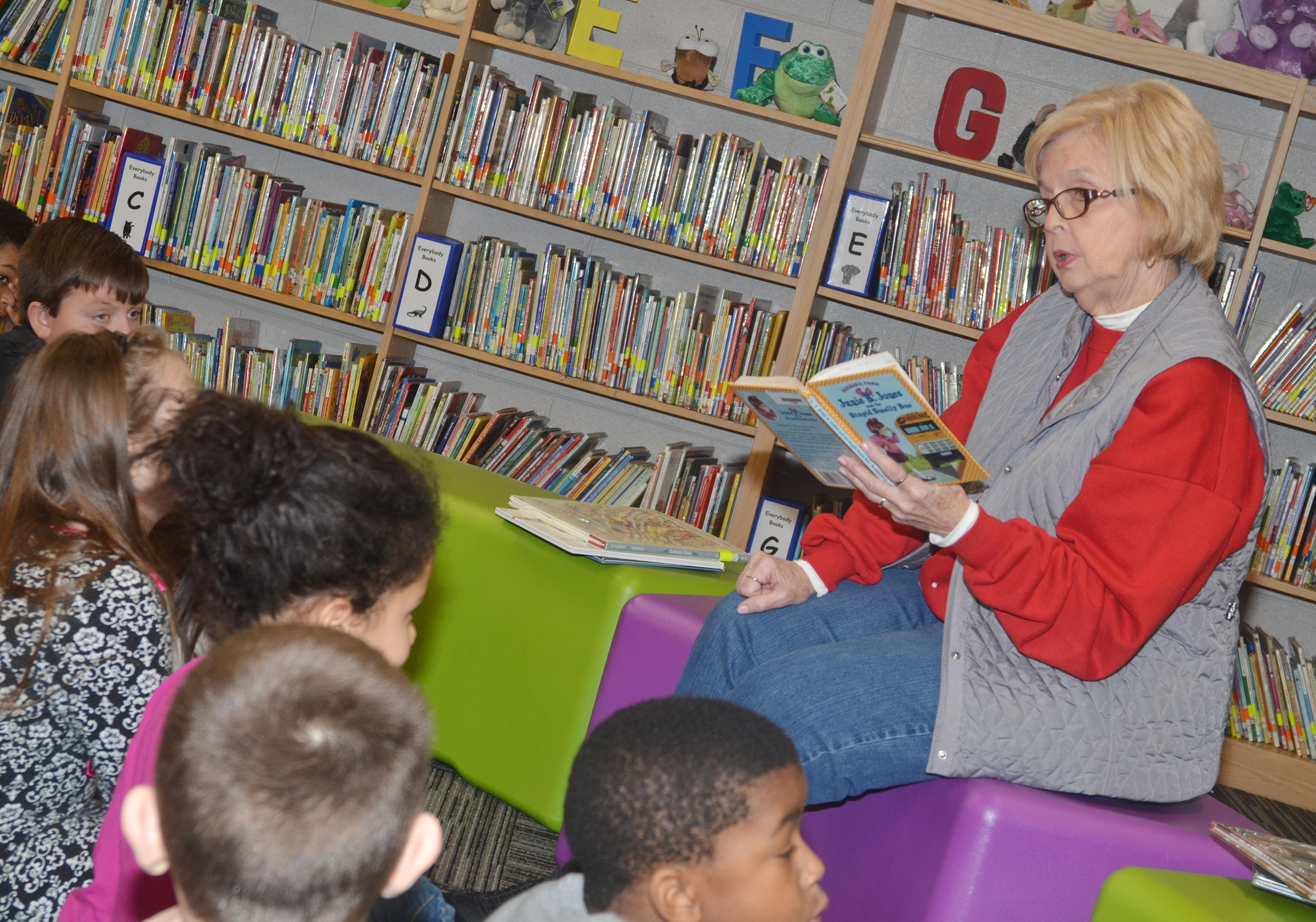 "Betsy Blakeman reads to CES students on ""I Love to Read"" Day."