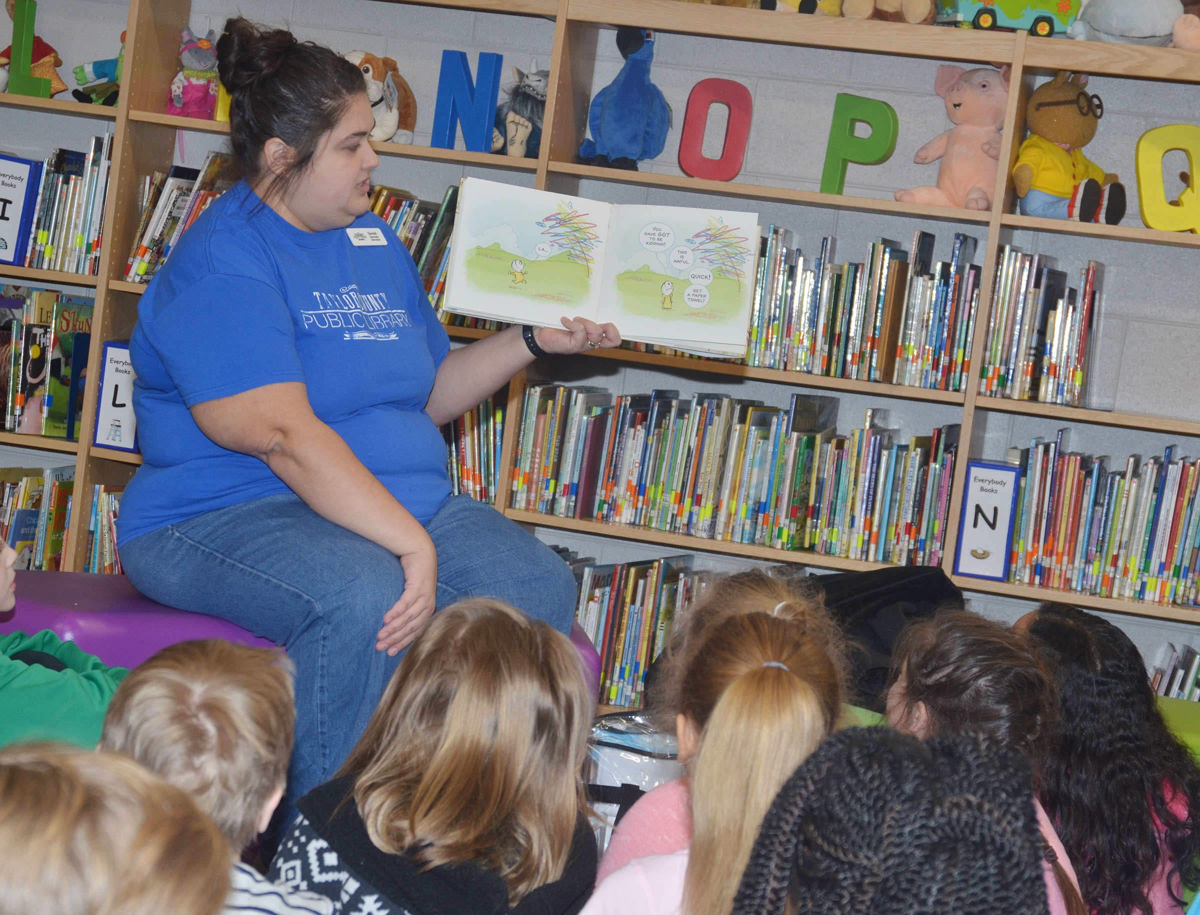 "Sarah Hampton reads to CES students on ""I Love to Read"" Day."
