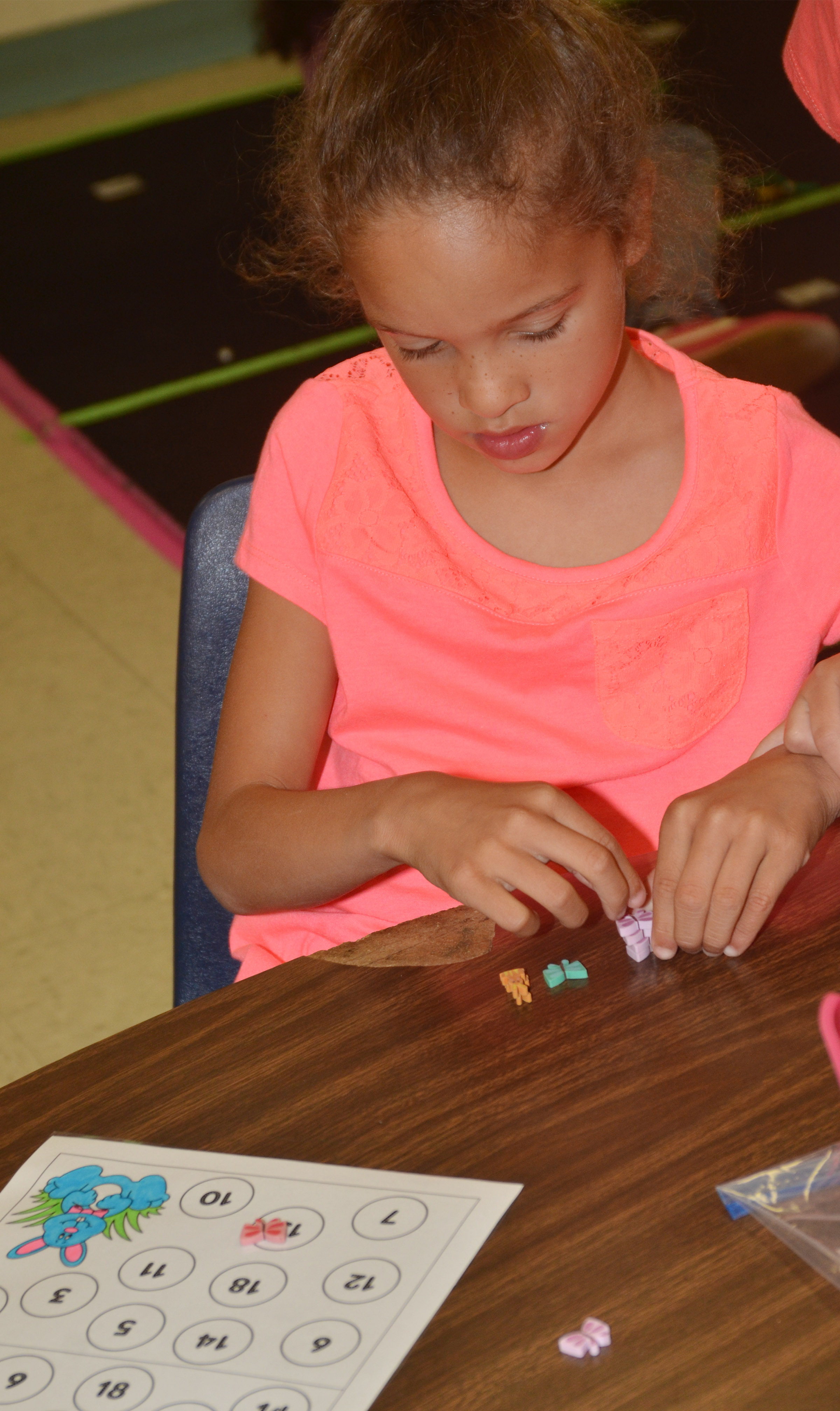CES first-grader Keiava Thompson plays a counting game.