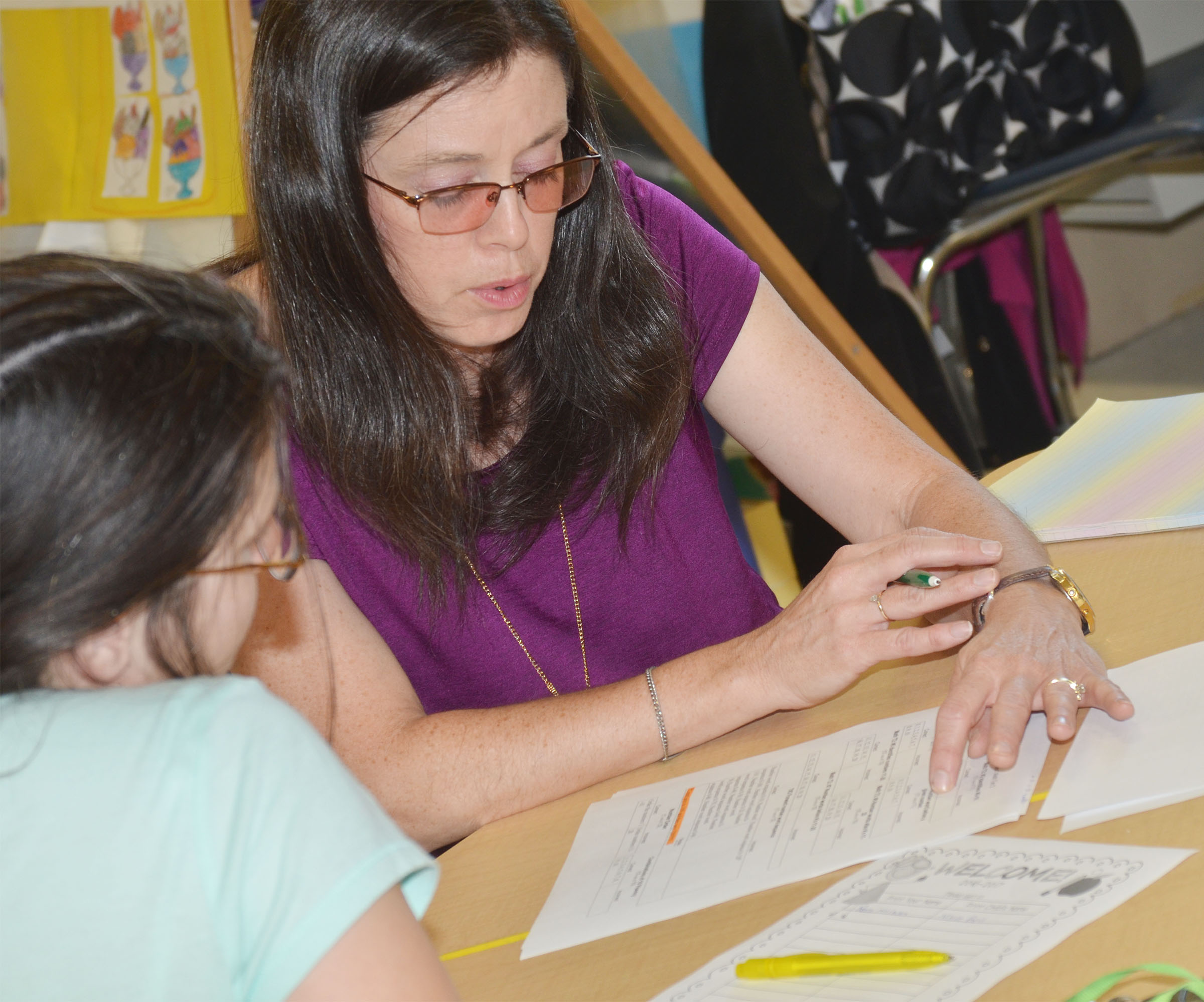 CES first-grade teacher Shirley Cox talks with a parent.