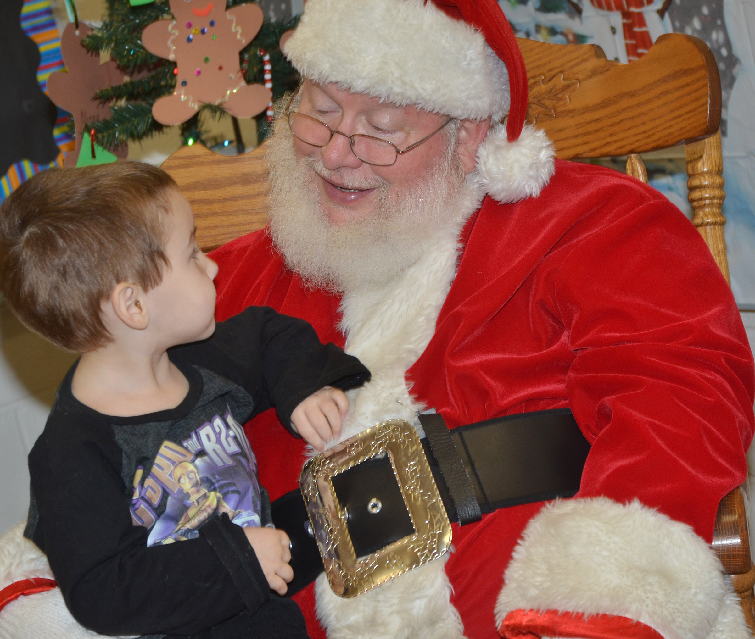 CES preschool student Noelan McMahan talks to Santa.