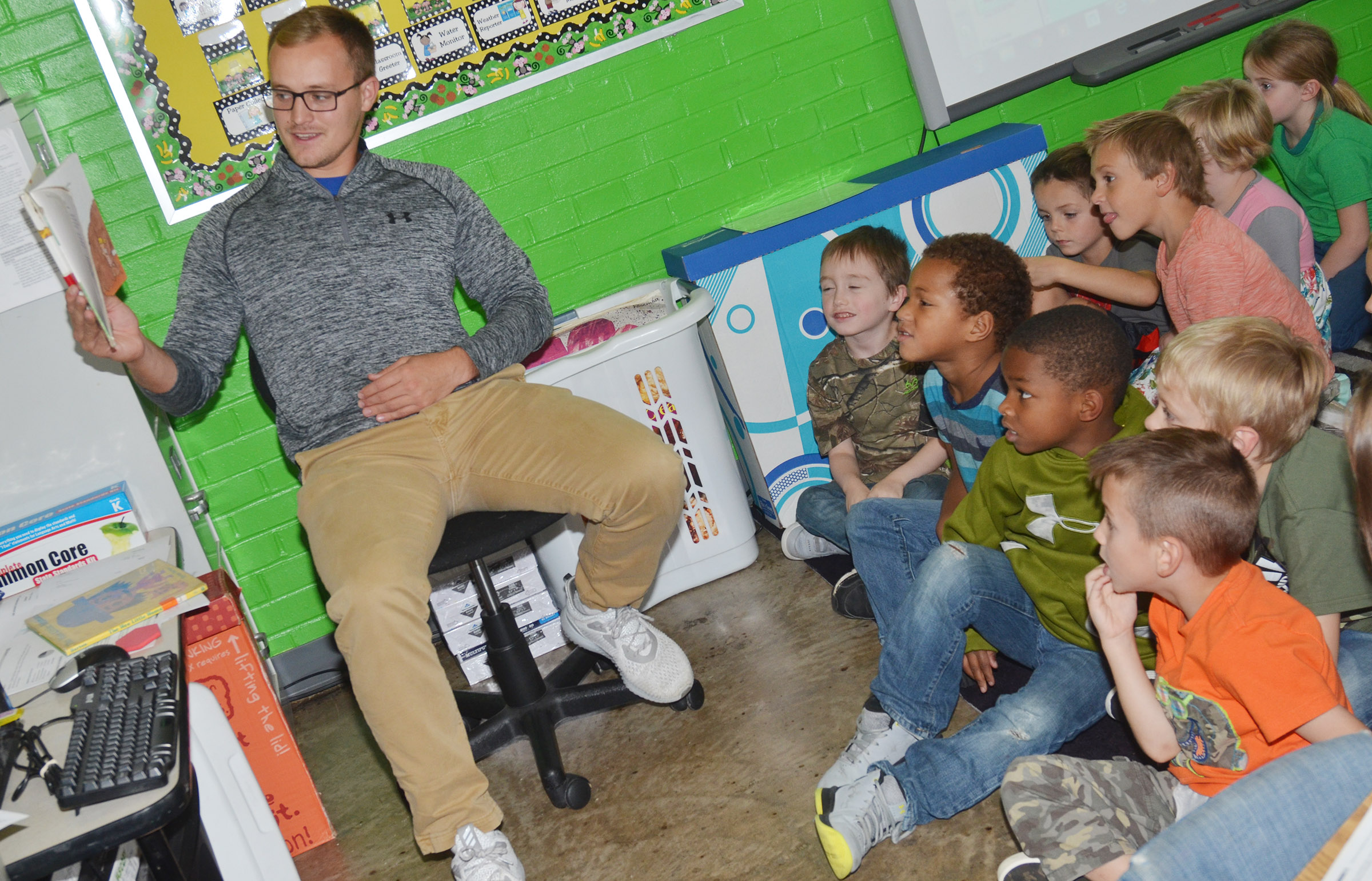 Bradley Bates reads to CES kindergarteners.