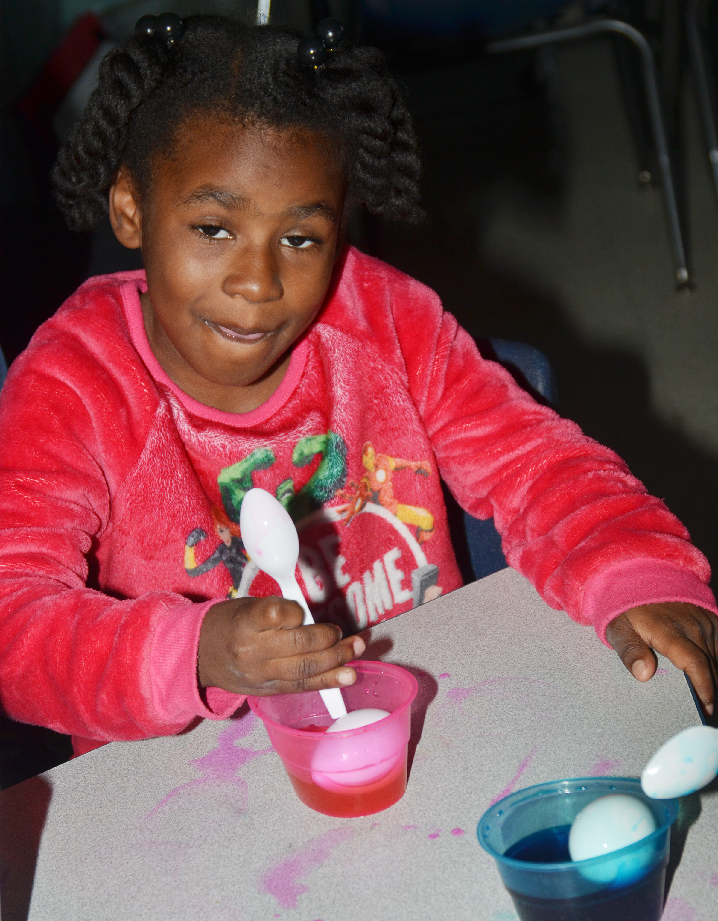 CES first-grader Destini Gholston dyes her Easter egg.