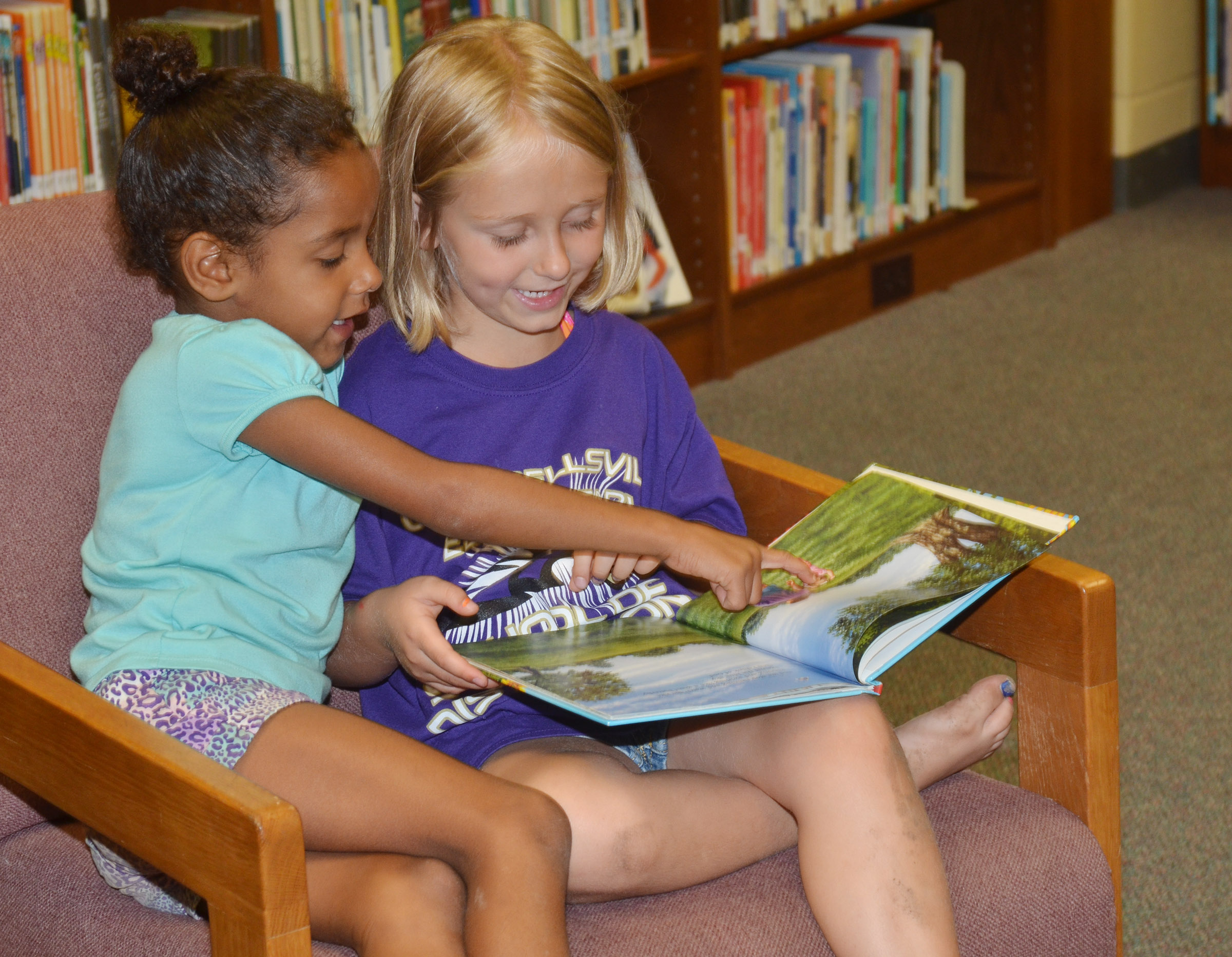 CES kindergarteners Kylei Thompson, at left, and LeeAnna Garvin read together.