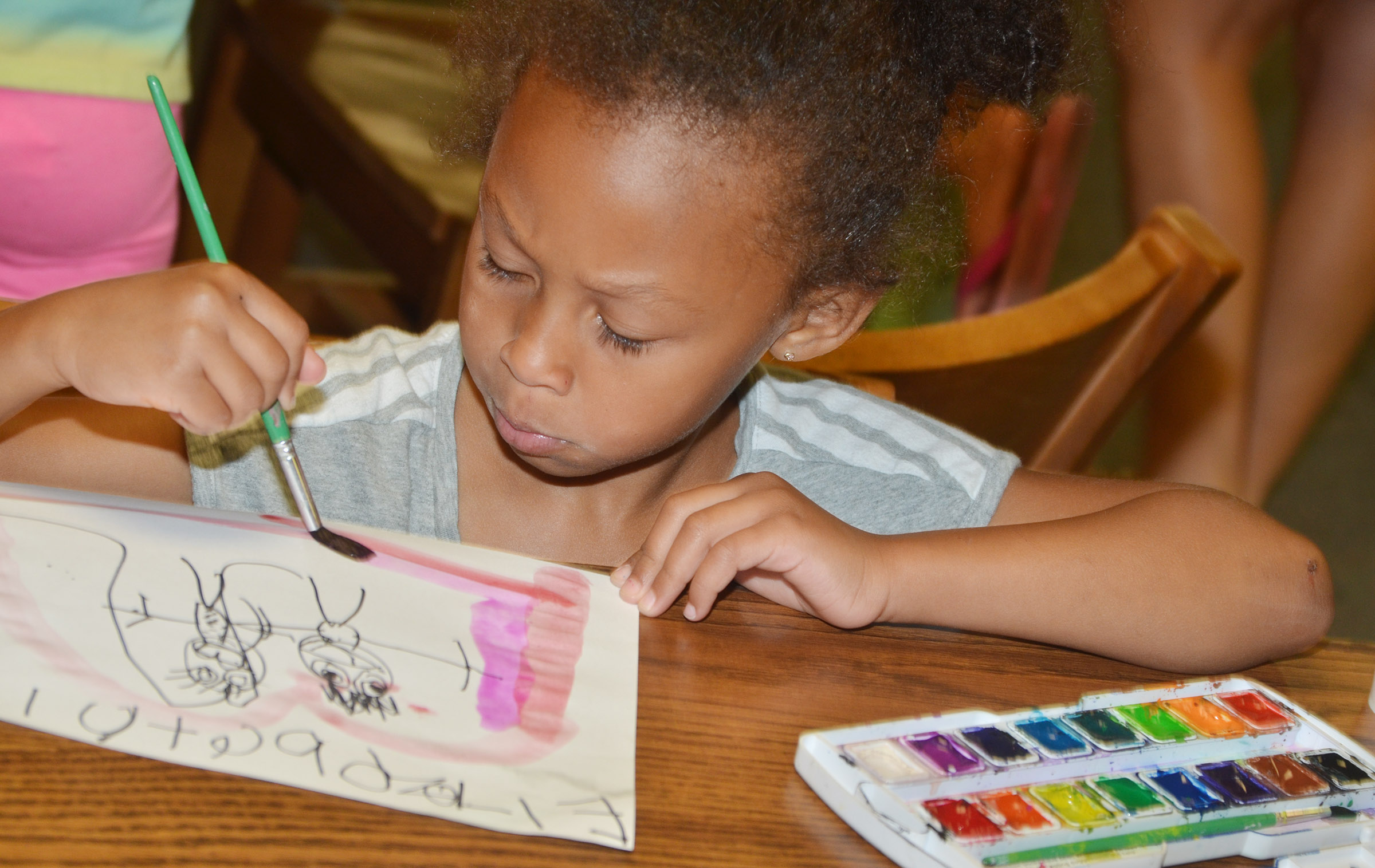 CES kindergartener Elyzabeth Fisher paints.