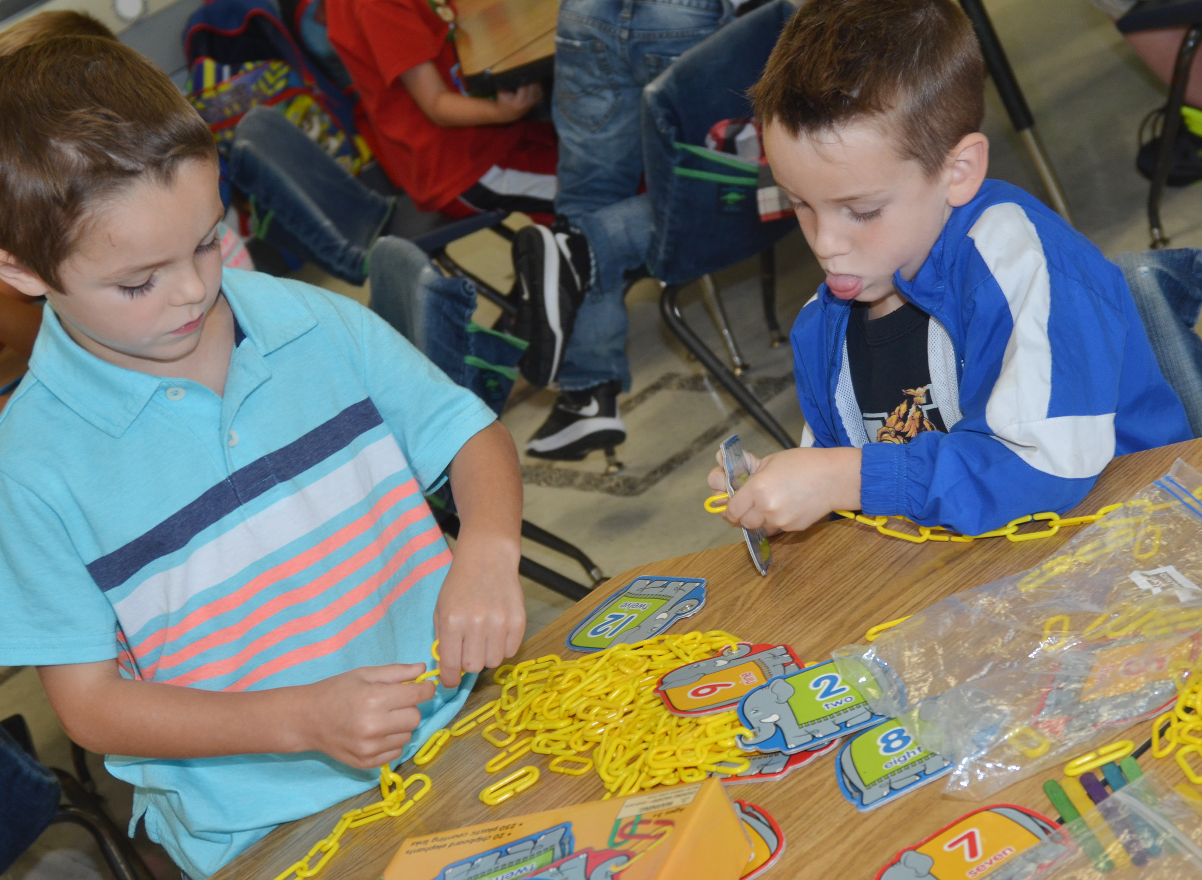 CES kindergarteners Hayden Goff, at left, and Cash Davis count by making a chain of links.