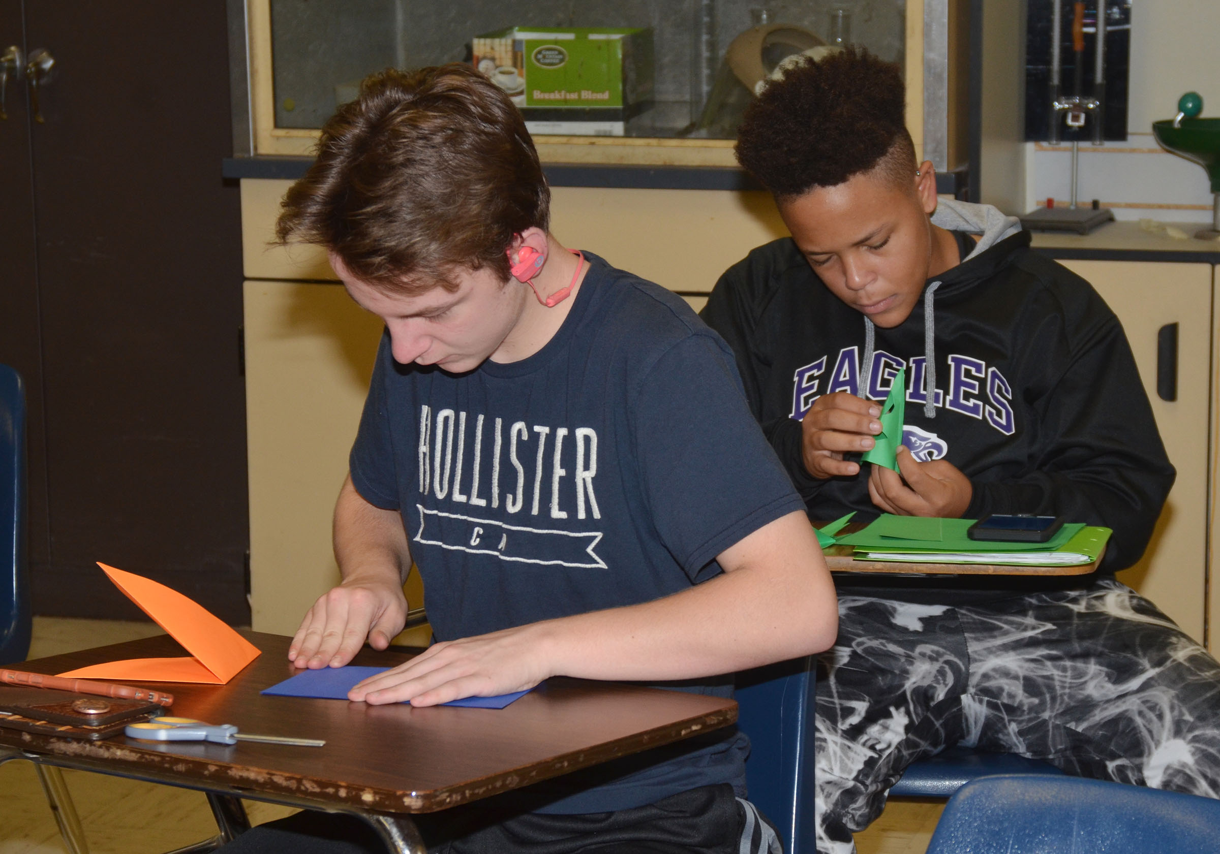 CHS sophomores Merick Turner, in front, and Dee Simpson make Christmas ornaments.