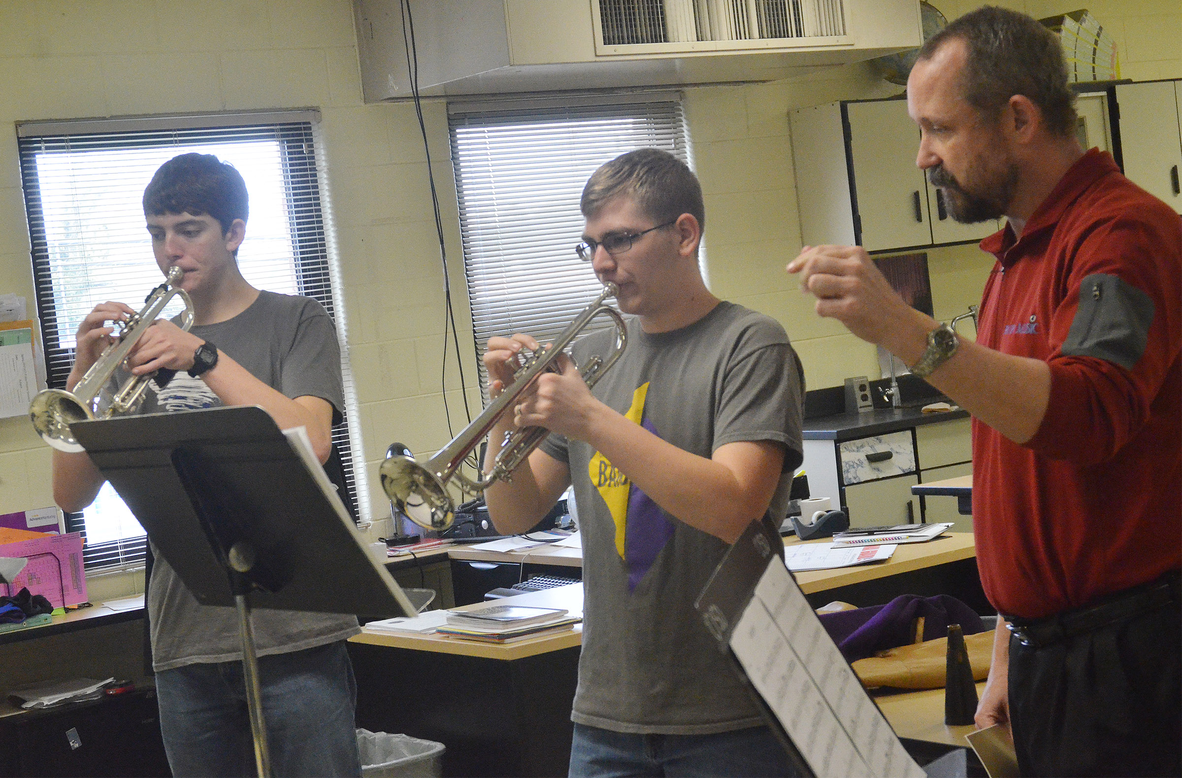 Guest instructor Tony Barrett works with CHS senior Murphy Lamb, at left, and sophomore Brandon Greer.