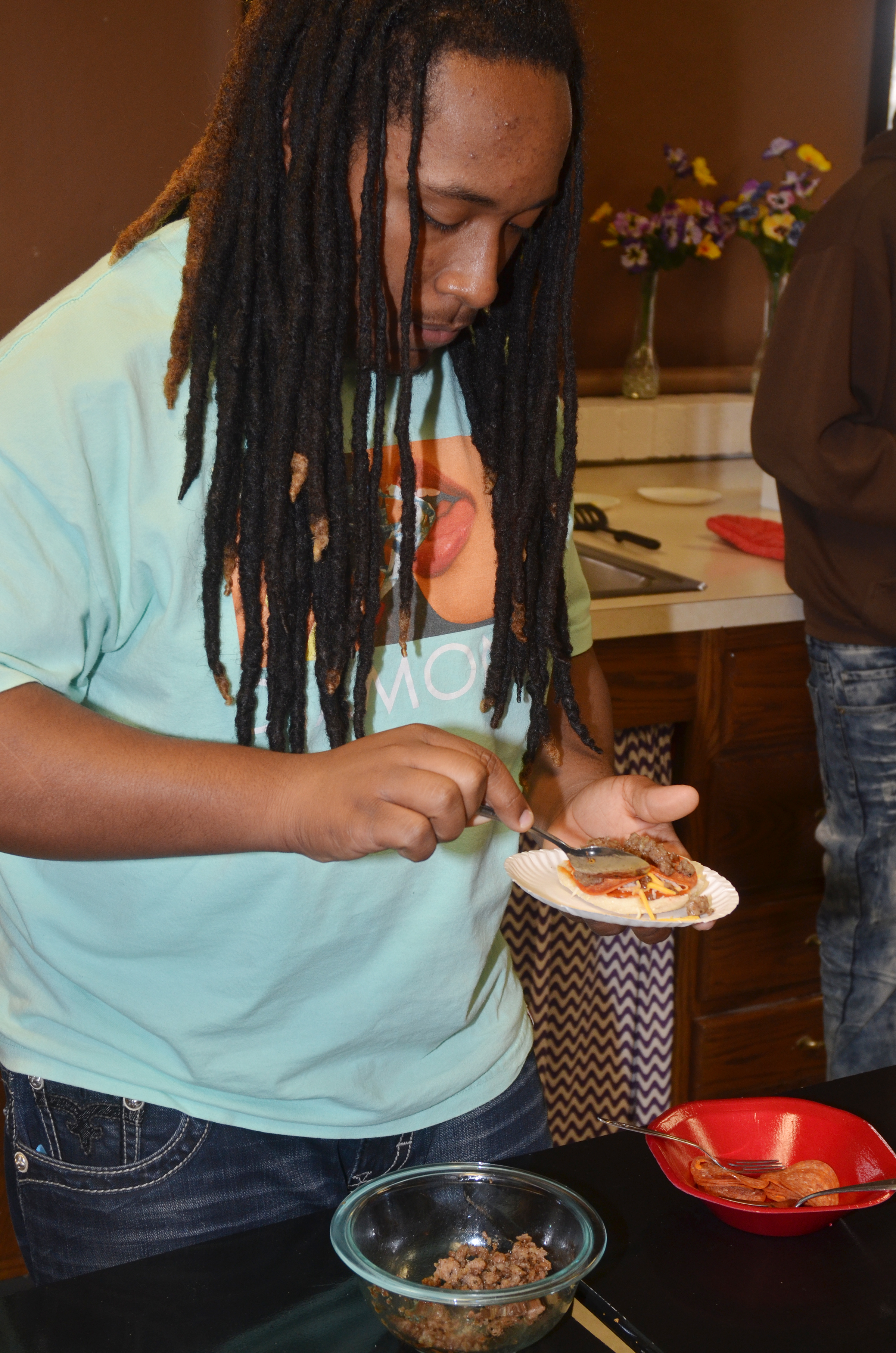 CHS sophomore Ceondre Barnett makes an English muffin pizza.