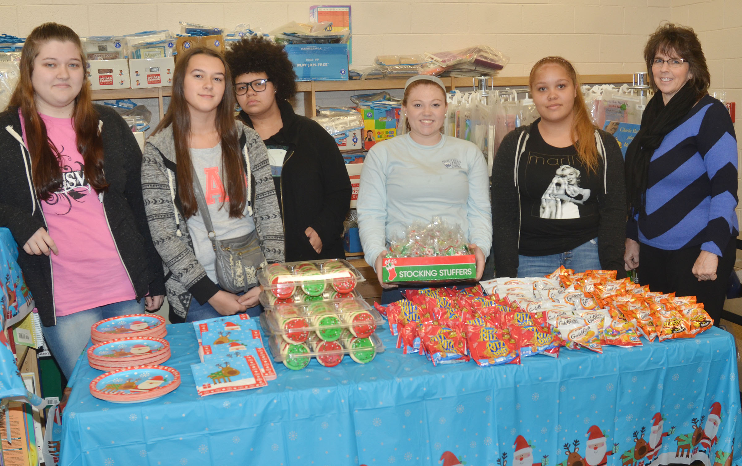 CHS FCCLA members, from left, juniors Lauren Riddle and Makala Antle, sophomores Jaylah Tucker and Bethany Harris and junior Shailyn Fields and sponsor Deanna Campbell help serve snacks at a Christmas party for Campbellsville Elementary School students.