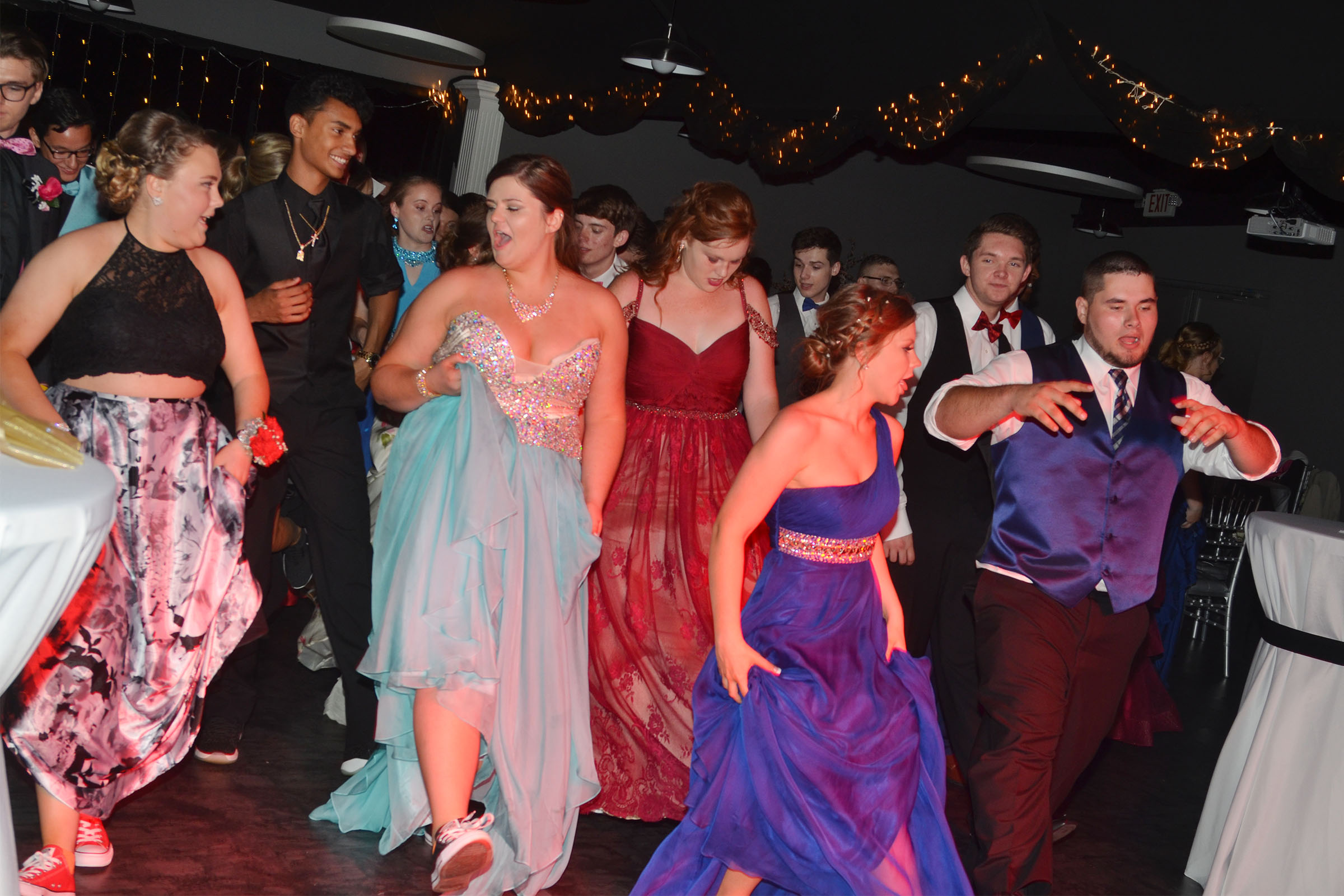 CHS students dance at prom.