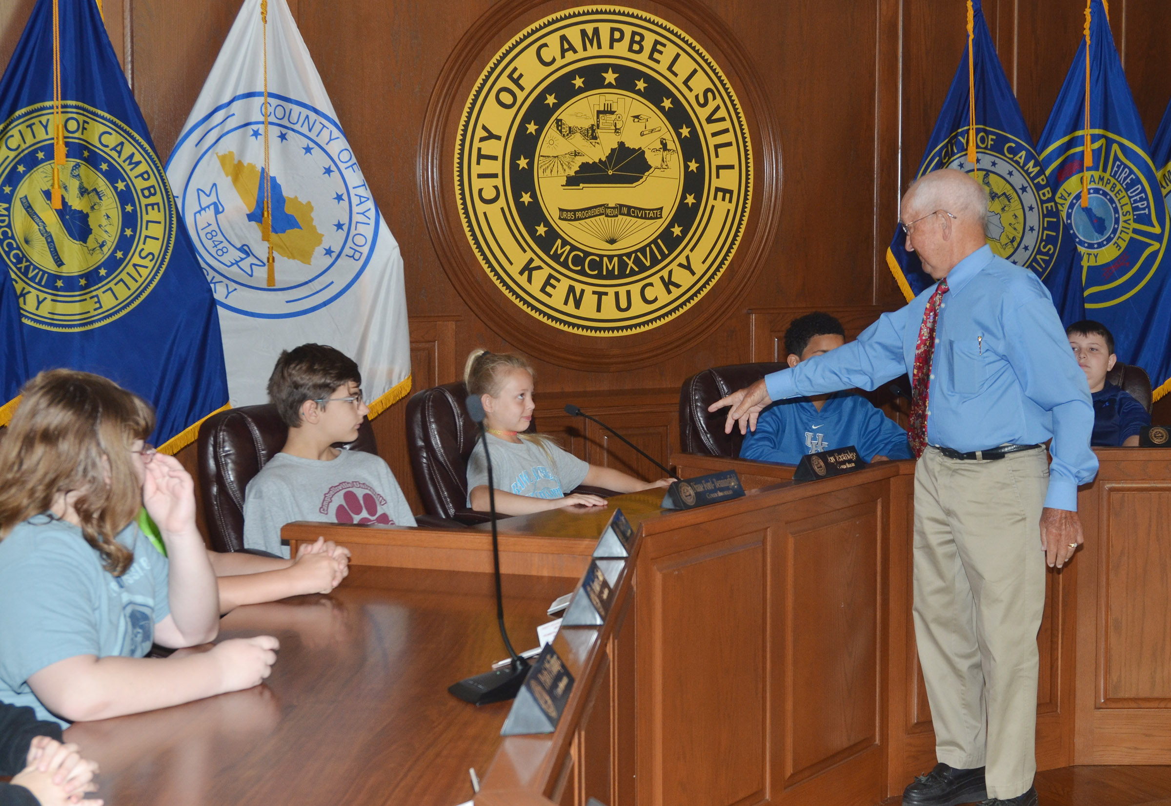 Former Campbellsville Mayor Paul Osborne explains to CMS fifth-graders about City Council meetings and the responsibilities of City Council members.