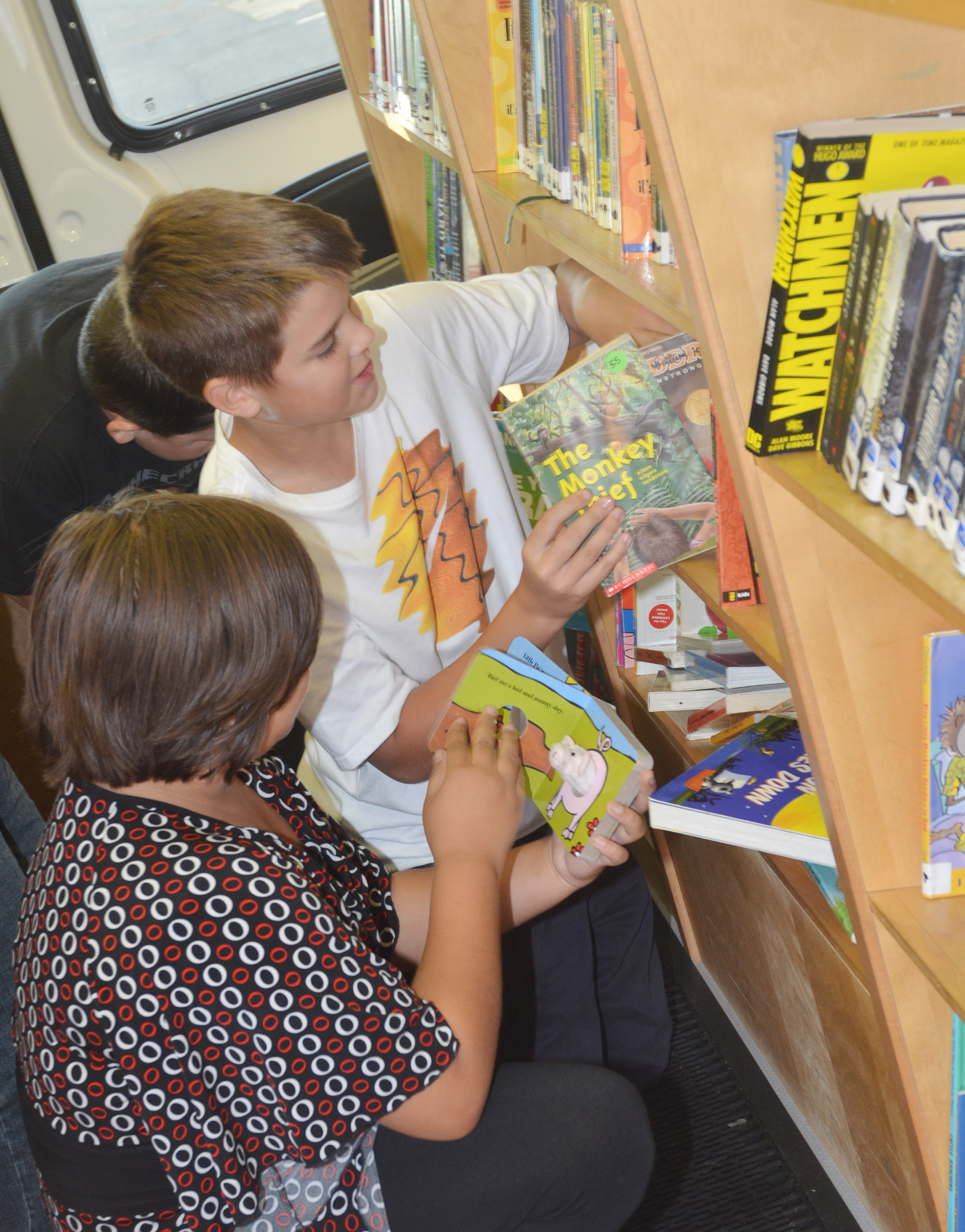 CMS sixth-graders Aaliyah Nunez, at left, and Kaden Bloyd look for books.