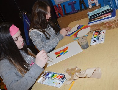 CMS Sixth Graders Destiny Agee At Left And Chloe Anderson Paint Their Color