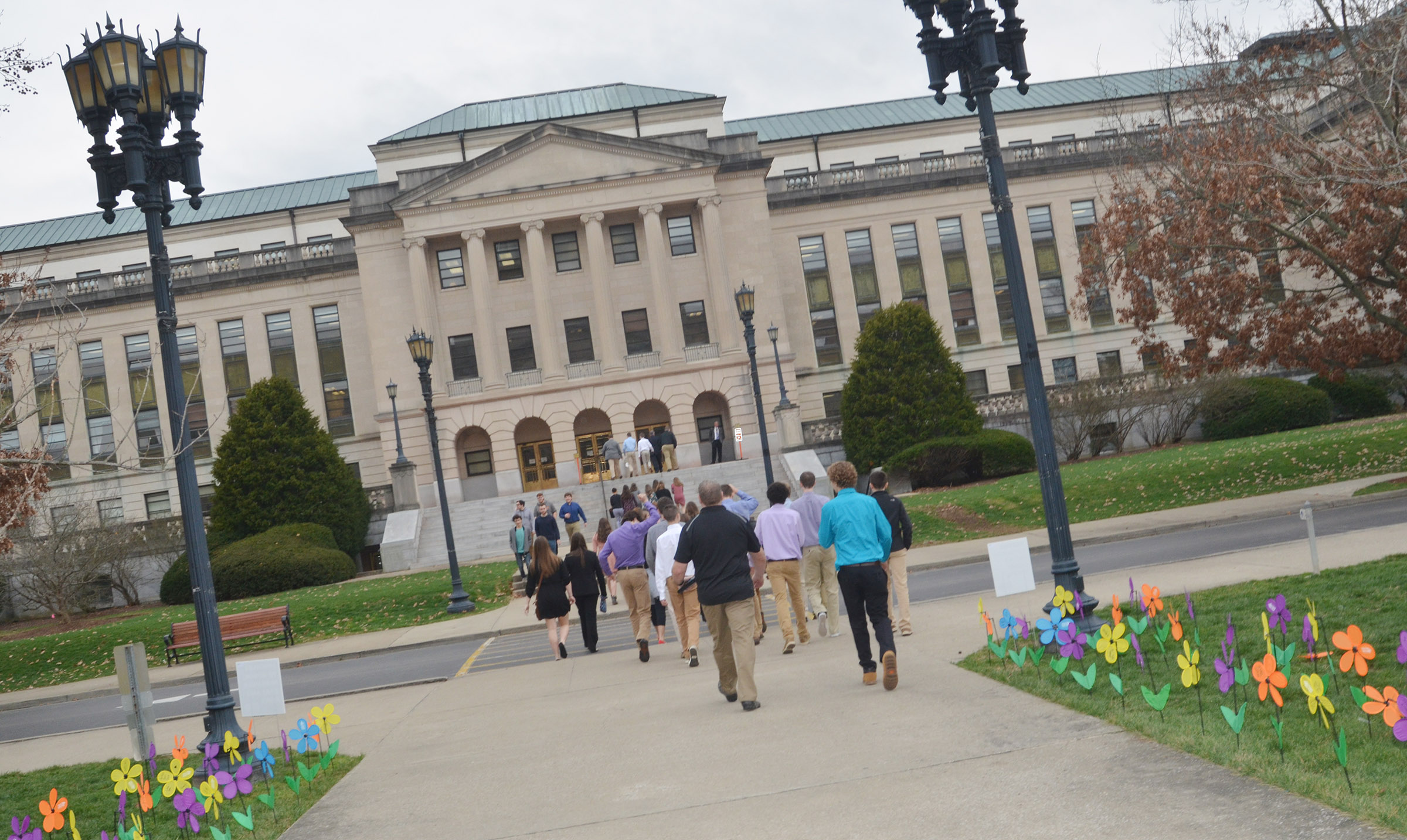 LOCK leadership students walk to the Kentucky capitol annex.