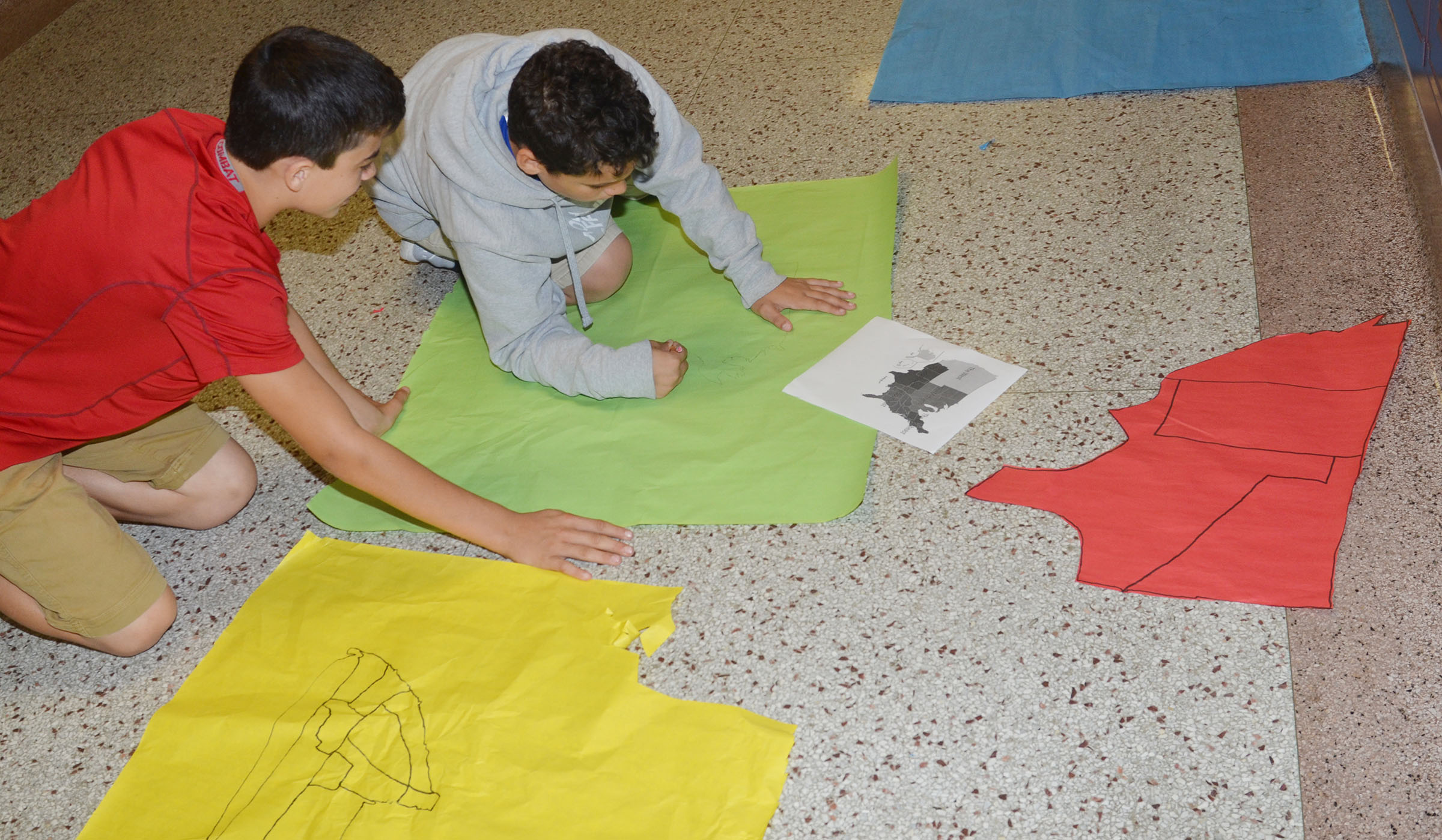 CMS sixth-graders Gavin Oliver, at left, and Kaydon Taylor draw their map of the United States.